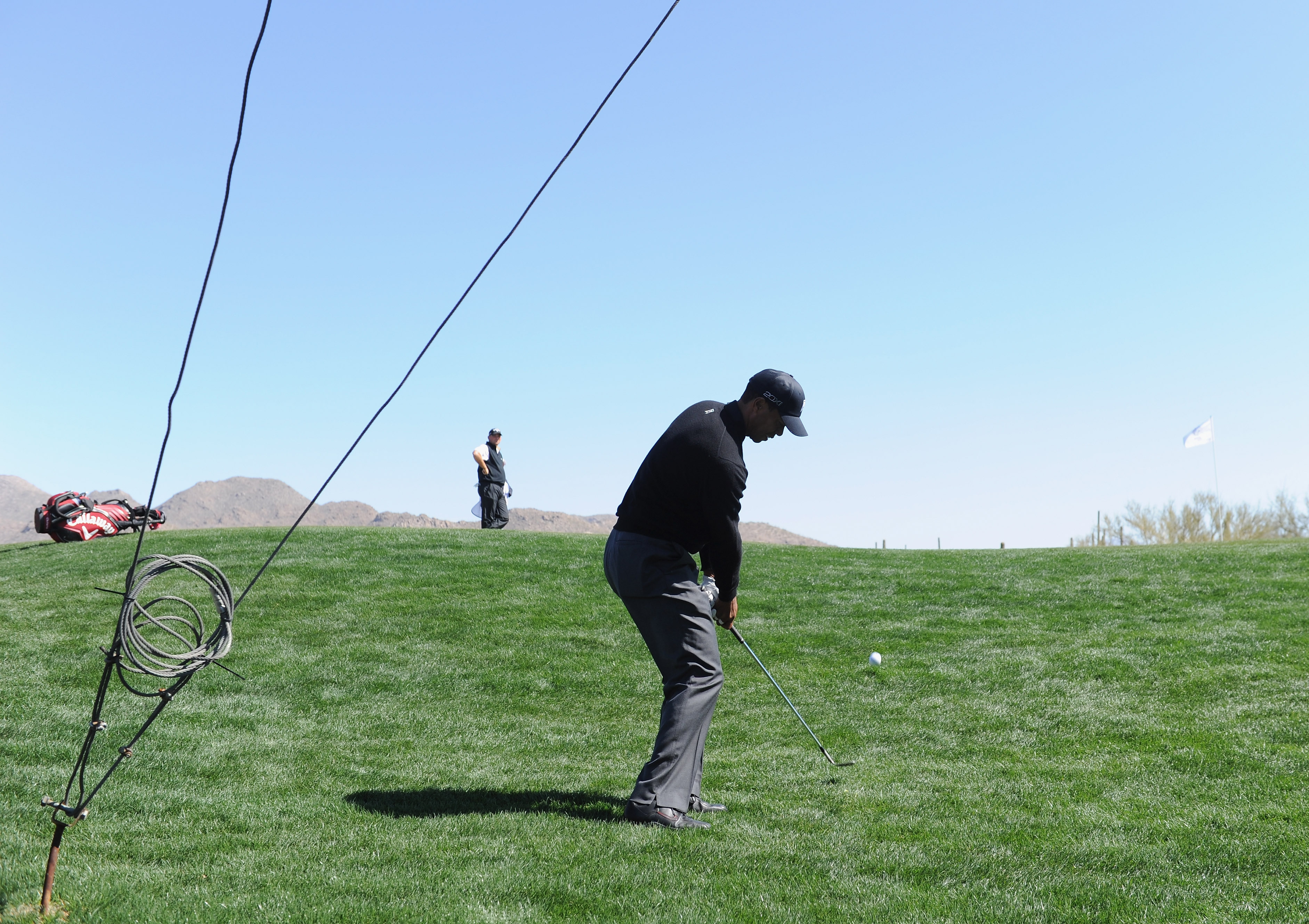 MARANA, AZ - FEBRUARY 23:  Tiger Woods plays his chip shot on the first hole during the first round of the World Golf Championships-Accenture Match Play Championship held at The Ritz-Carlton Golf Club, Dove Mountain on February 23, 2011 in Marana, Arizona