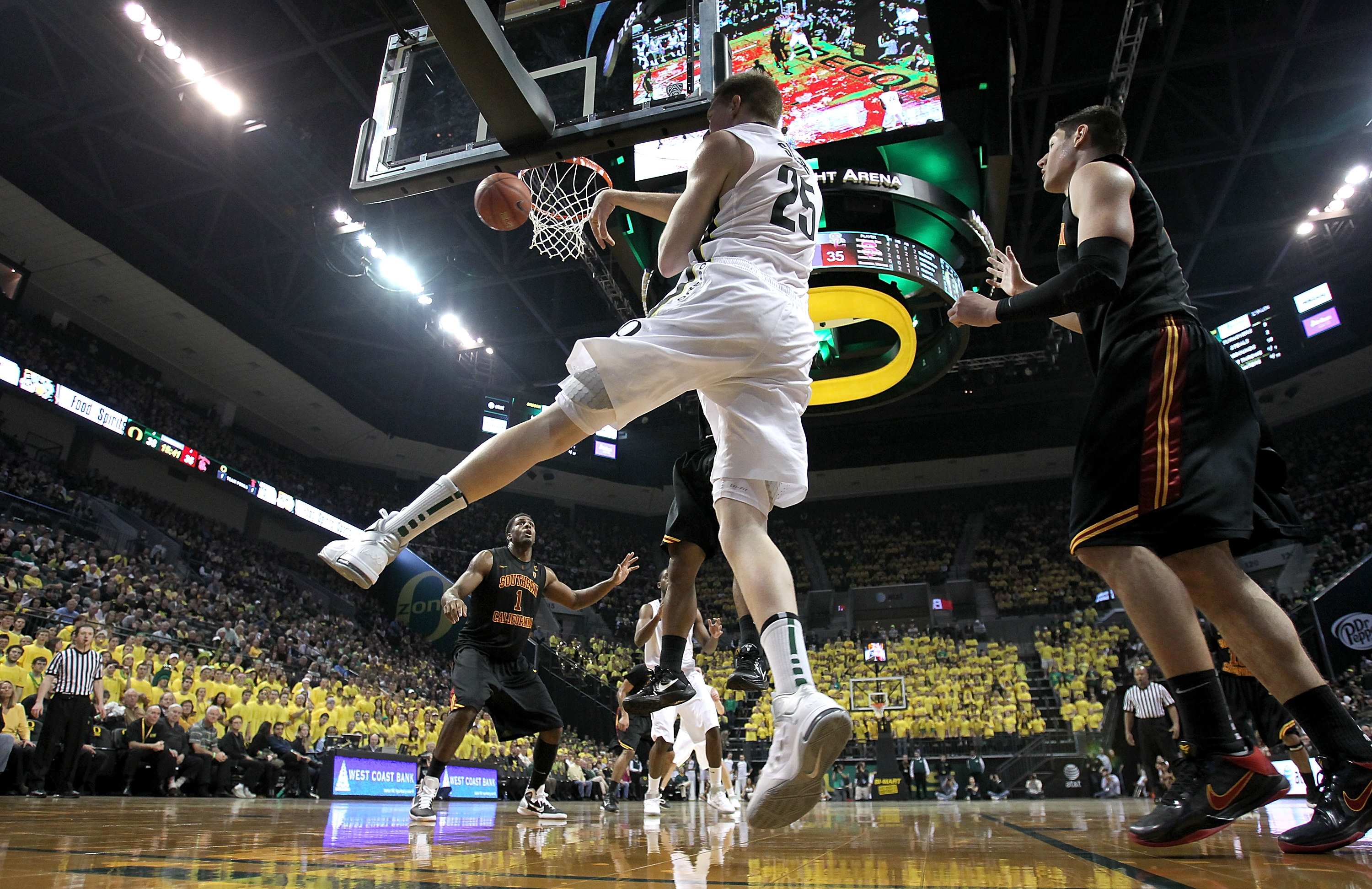 EUGENE, OR - JANUARY 13:  E.J. Singler #24 of the Oregon Ducks passes the ball against the USC Trojans during the grand opening of the Matthew Knight Arena on January 13, 2011 at Matthew Knight Arena in Eugene, Oregon.  (Photo by Jonathan Ferrey/Getty Ima