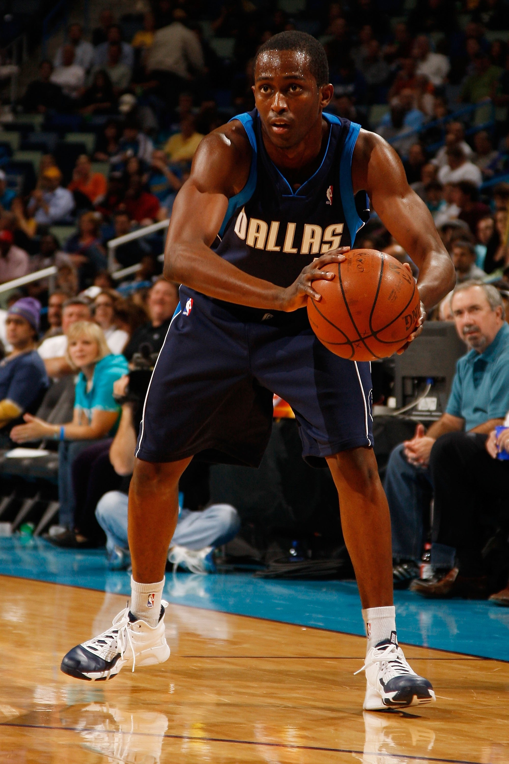 NEW ORLEANS - NOVEMBER 04:  Rodrigue Beaubois #3 of the Dallas Mavericks during the game against the New Orleans Hornets at New Orleans Arena on November 4, 2009 in New Orleans, Louisiana.  NOTE TO USER: User expressly acknowledges and agrees that, by dow