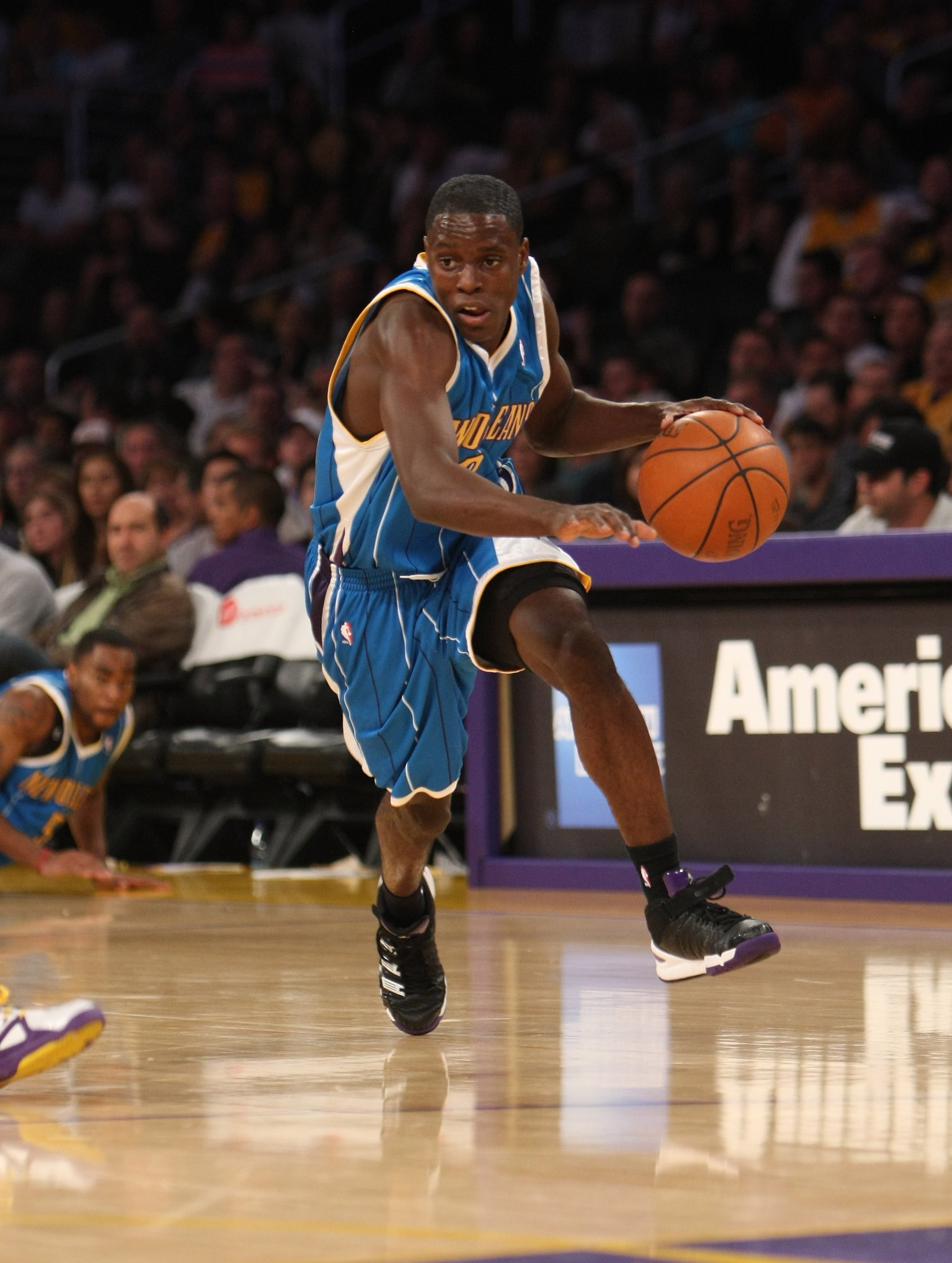 LOS ANGELES, CA - NOVEMBER 08:  Darren Collison #2 of the New Orleans Hornets drives against the Los Angeles Lakers on November 8, 2009 at Staples Center in Los Angeles, California. The Lakers won 104-88.  NOTE TO USER: User expressly acknowledges and agr