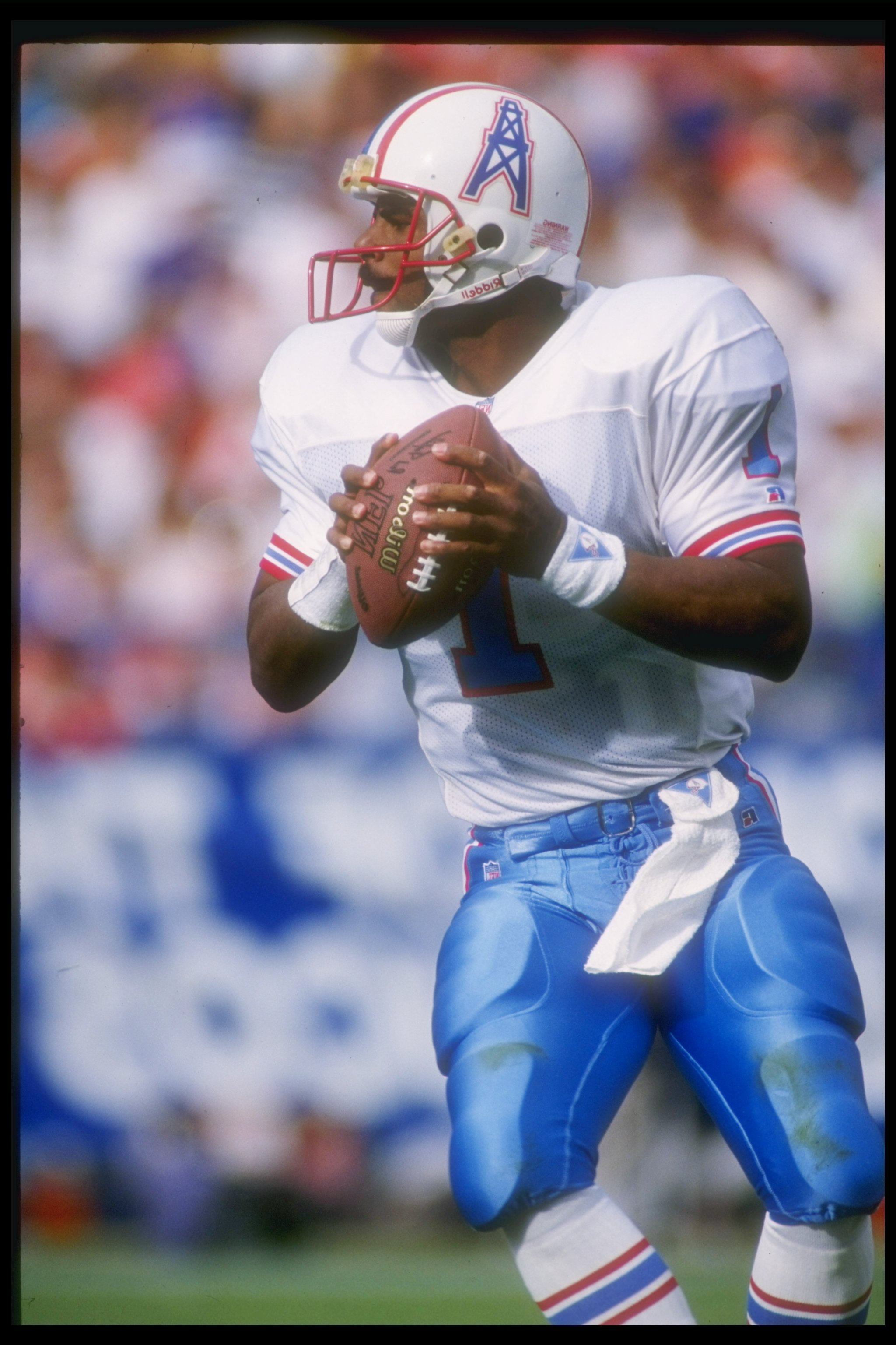 18 Oct 1992:  Quarterback Warren Moon of the Houston Oilers looks to pass the ball during a game against the Denver Broncos at Mile High Stadium in Denver, Colorado.  The Broncos won the game, 27-21. Mandatory Credit: Tim DeFrisco  /Allsport