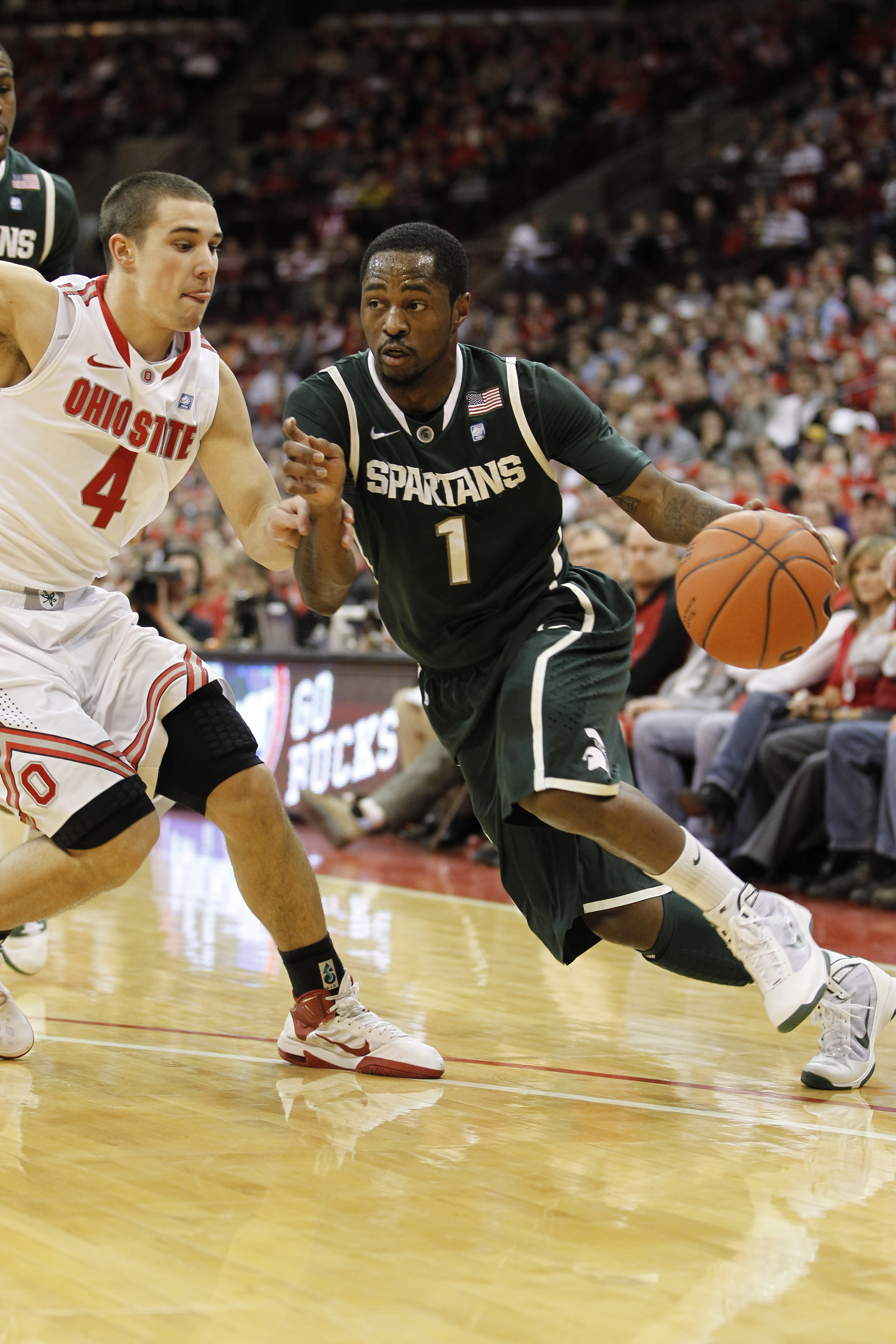 COLUMBUS, OH - FEBRUARY 15:  Kalin Lucas #1 of the Michigan State Spartans controls the ball while playing  the Ohio State Buckues on February 15, 2011 at Value City Arena in Columbus, Ohio.  (Photo by Gregory Shamus/Getty Images)