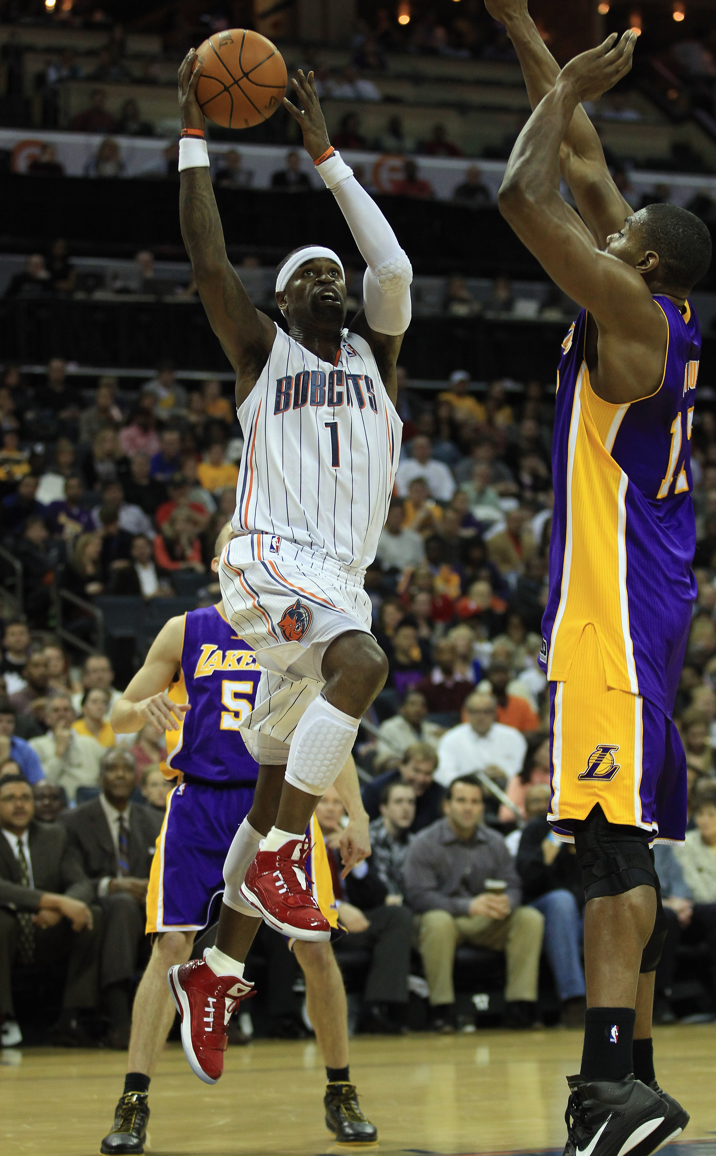 CHARLOTTE, NC - FEBRUARY 14:  Andrew Bynum #17 of the Los Angeles Lakers tries to stop Stephen Jackson #1 of the Charlotte Bobcats during their game at Time Warner Cable Arena on February 14, 2011 in Charlotte, North Carolina. NOTE TO USER: User expressly