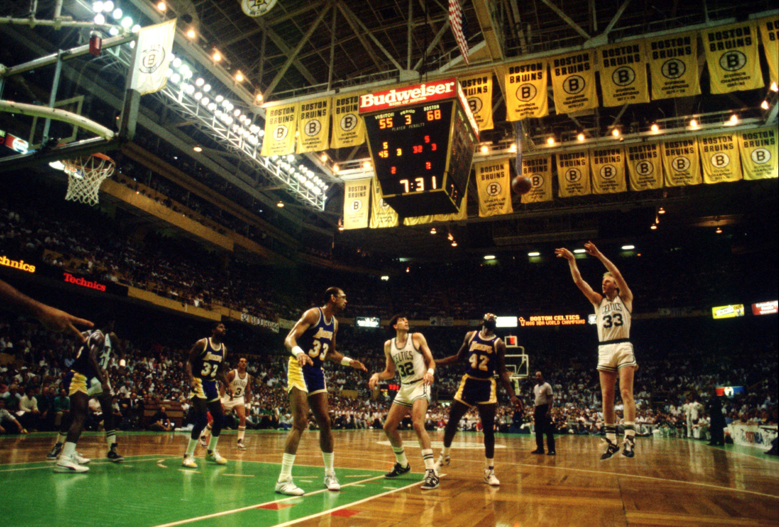 JUN 1987:  BOSTON FORWARD LARRY BIRD SHOOTS A JUMP SHOT DURING THE THIRD QUARTER OF THE CELTICS GAME VERSUS THE LOS ANGELES LAKERS IN THE NBA FINALS AT THE BOSTON GARDEN IN BOSTON, MASSACHUSETTS. Mandatory Credit: Jonathan Daniel/ALLSPORT