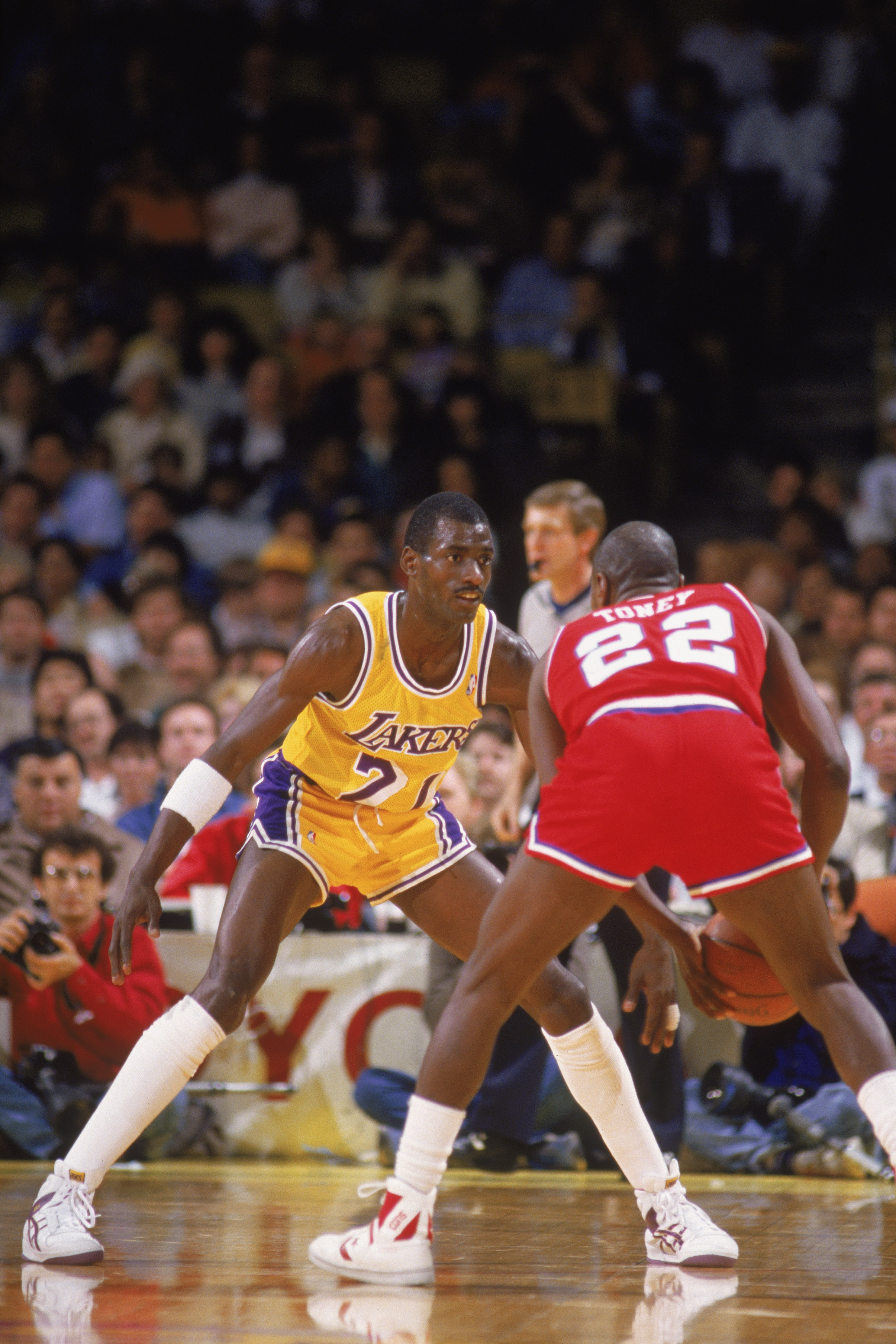 LOS ANGELES - 1987:  Michael Cooper #21 of the Los Angeles Lakers guards Andrew Toney #22 of the Philadelphia 76ers during an NBA game at the Great Western Forum in Los Angeles, California in 1987. (Photo by: Mike Powell/Getty Images)