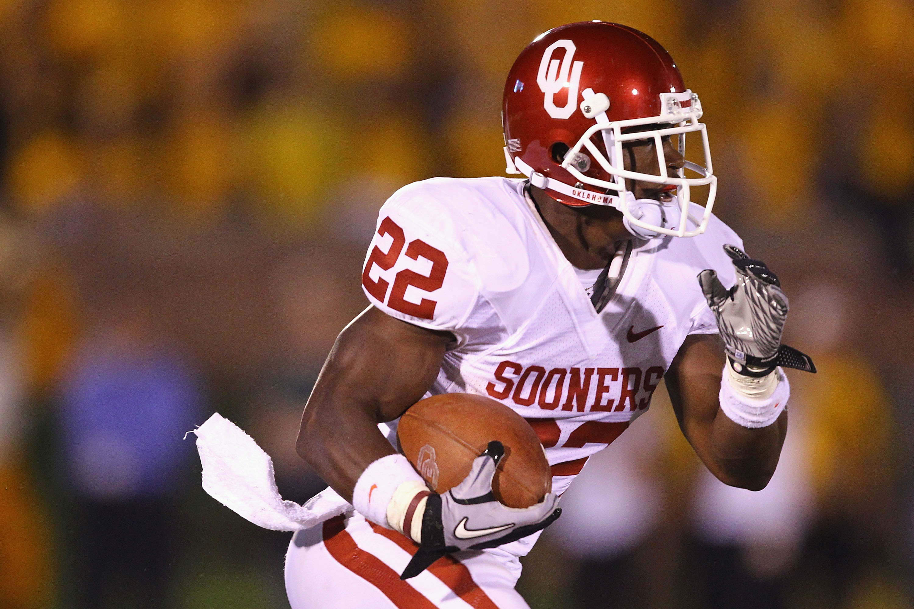 COLUMBIA, MISSOURI - OCTOBER 23: Roy Finch #22 of the Oklahoma Sooners rushes against the Missouri Tigers at Faurot Field/Memorial Stadium on October 23, 2010 in Columbia, Missouri.  (Photo by Dilip Vishwanat/Getty Images)