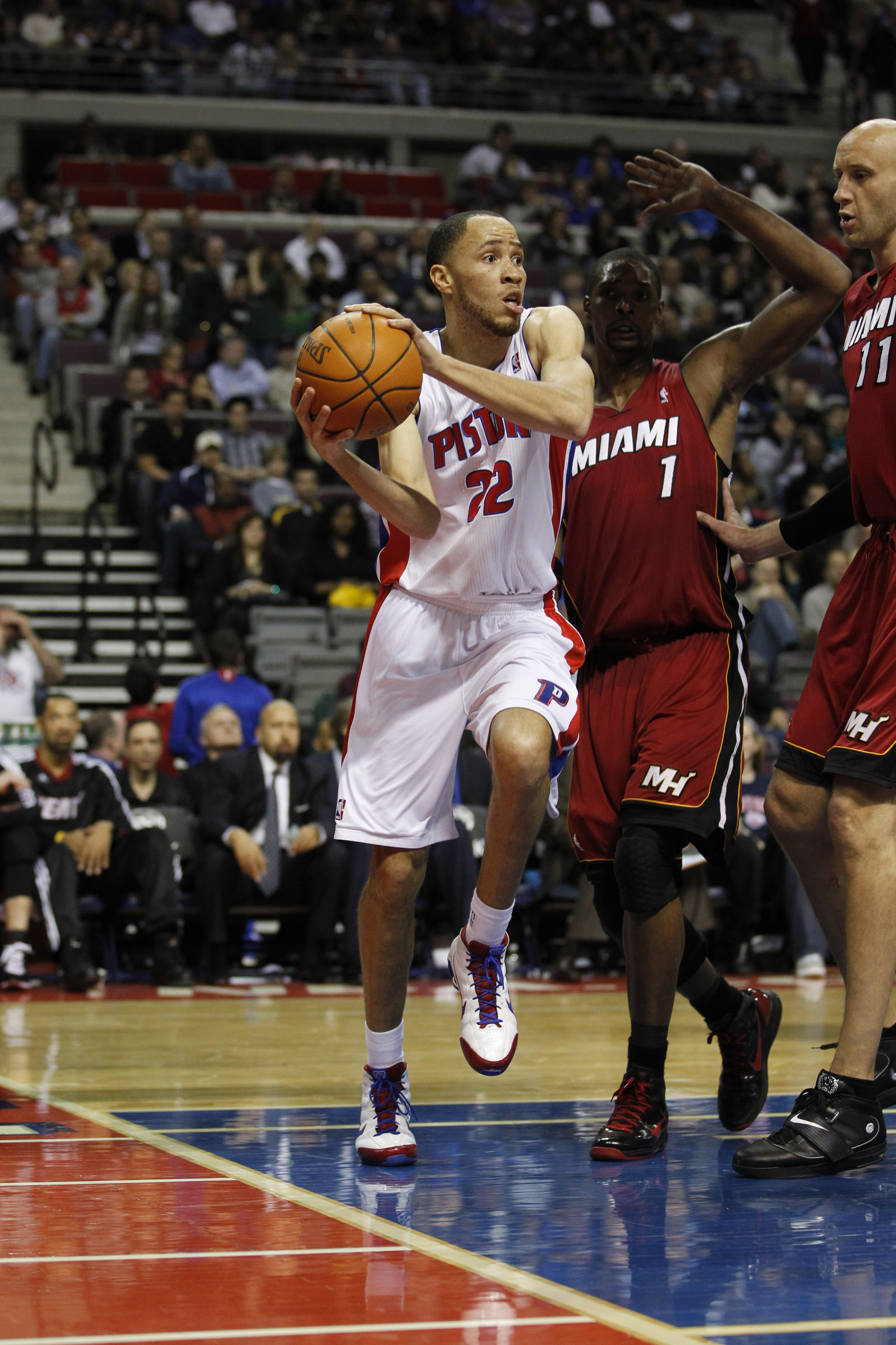 AUBURN HILLS, MI - FEBRUARY 11:  Tayshaun Prince #22 of the Detroit Pistons llooks to pass while playing the Miami Heat at The Palace of Auburn Hills on February 11, 2011 in Auburn Hills, Michigan. Miami won the game 106-92.  (Photo by Gregory Shamus/Gett