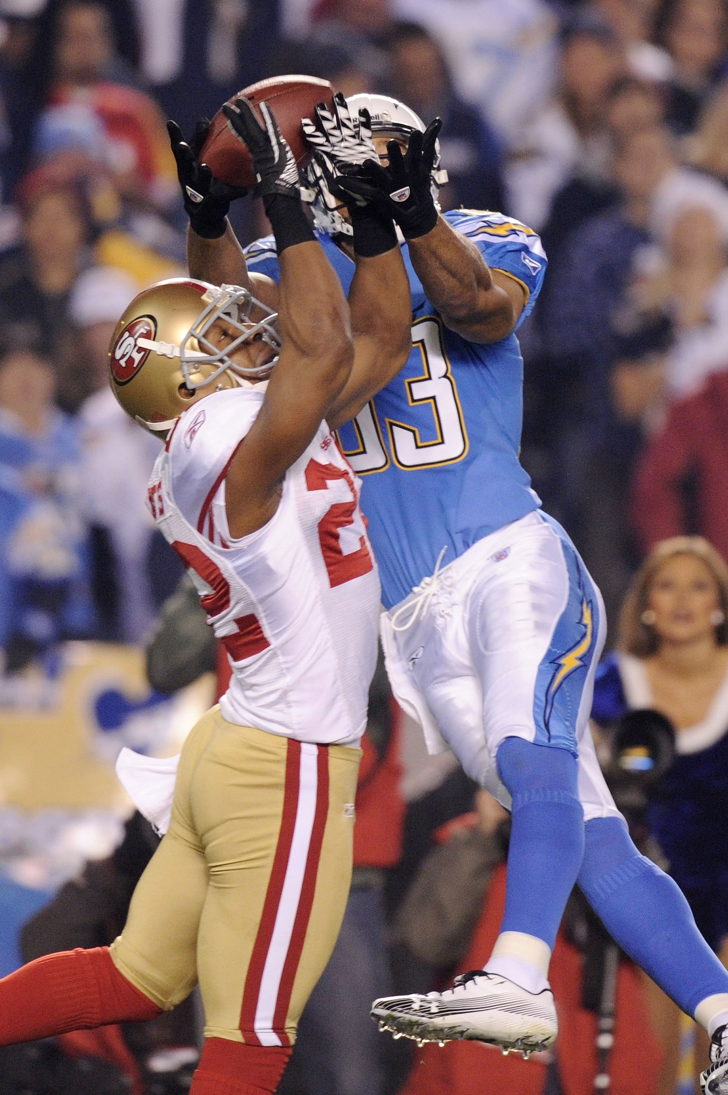 SAN DIEGO, CA - DECEMBER 16:  Wide receiver Vincent Jackson #83 of the San Diego Chargers makes a 58-yard touchdown catch in the first quarter as Nate Clements #22 of the San Francisco 49ers defends at Qualcomm Stadium on December 16, 2010 in San Diego, C