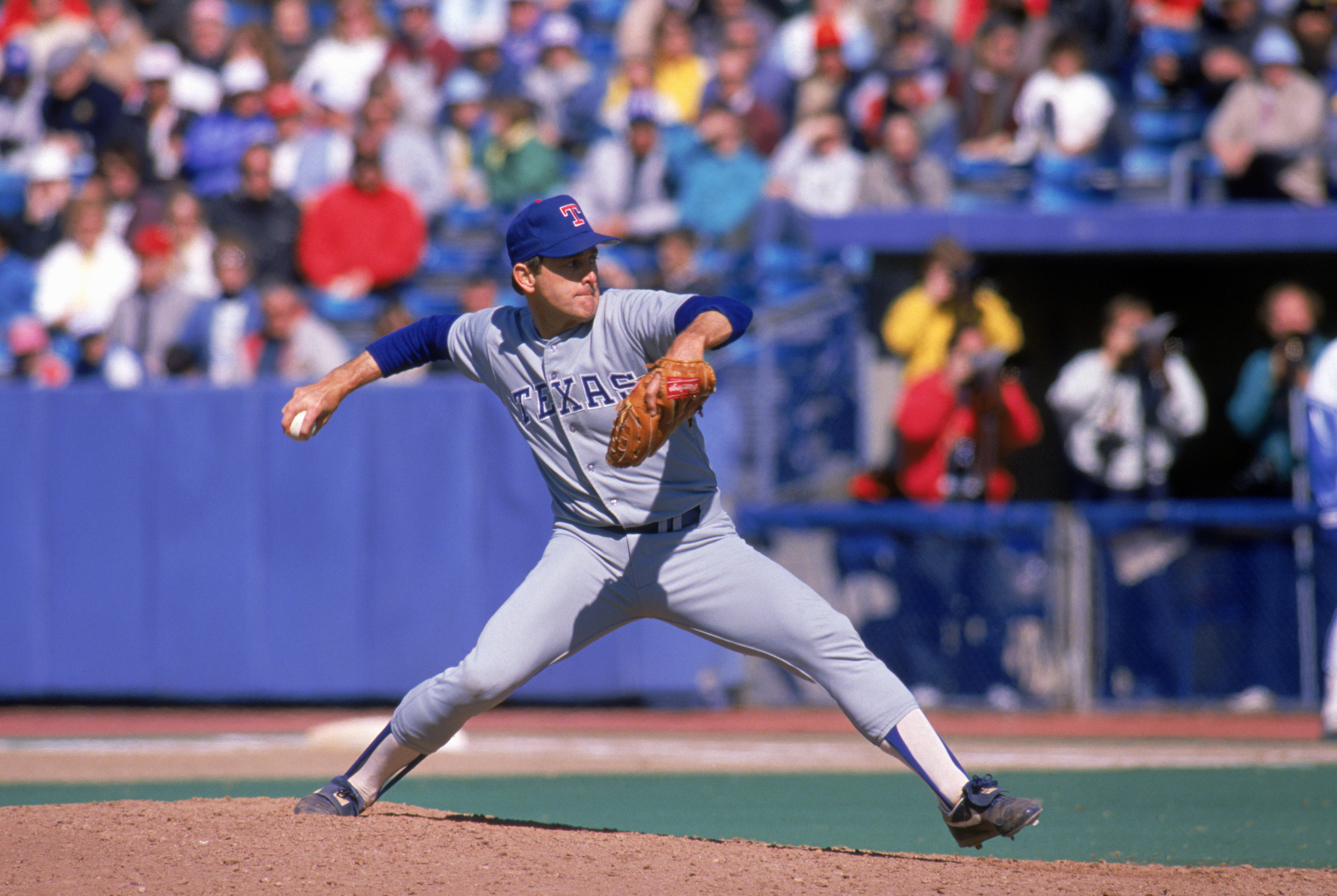 TORONTO - 1989:  Nolan Ryan #34 of the Texas Rangers pitches during the 1989 season against the Toronto Blue Jays at Skydome in Toronto, Ontario, Canada.  (Photo by Rick Stewart/Getty Images)