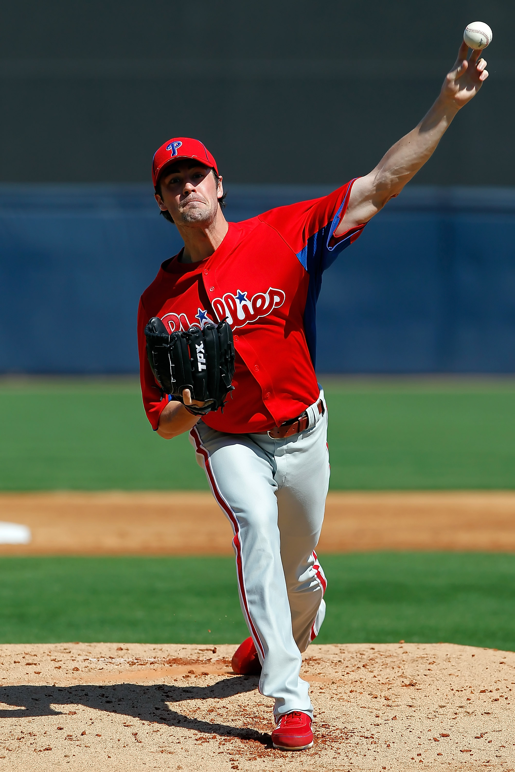 TAMPA, FL - FEBRUARY 26:  Pitcher Cole Hamels #35 of the Philadelphia Phillies pitches against the New York Yankees during a Grapefruit League Spring Training Game at George M. Steinbrenner Field on February 26, 2011 in Tampa, Florida.  (Photo by J. Meric