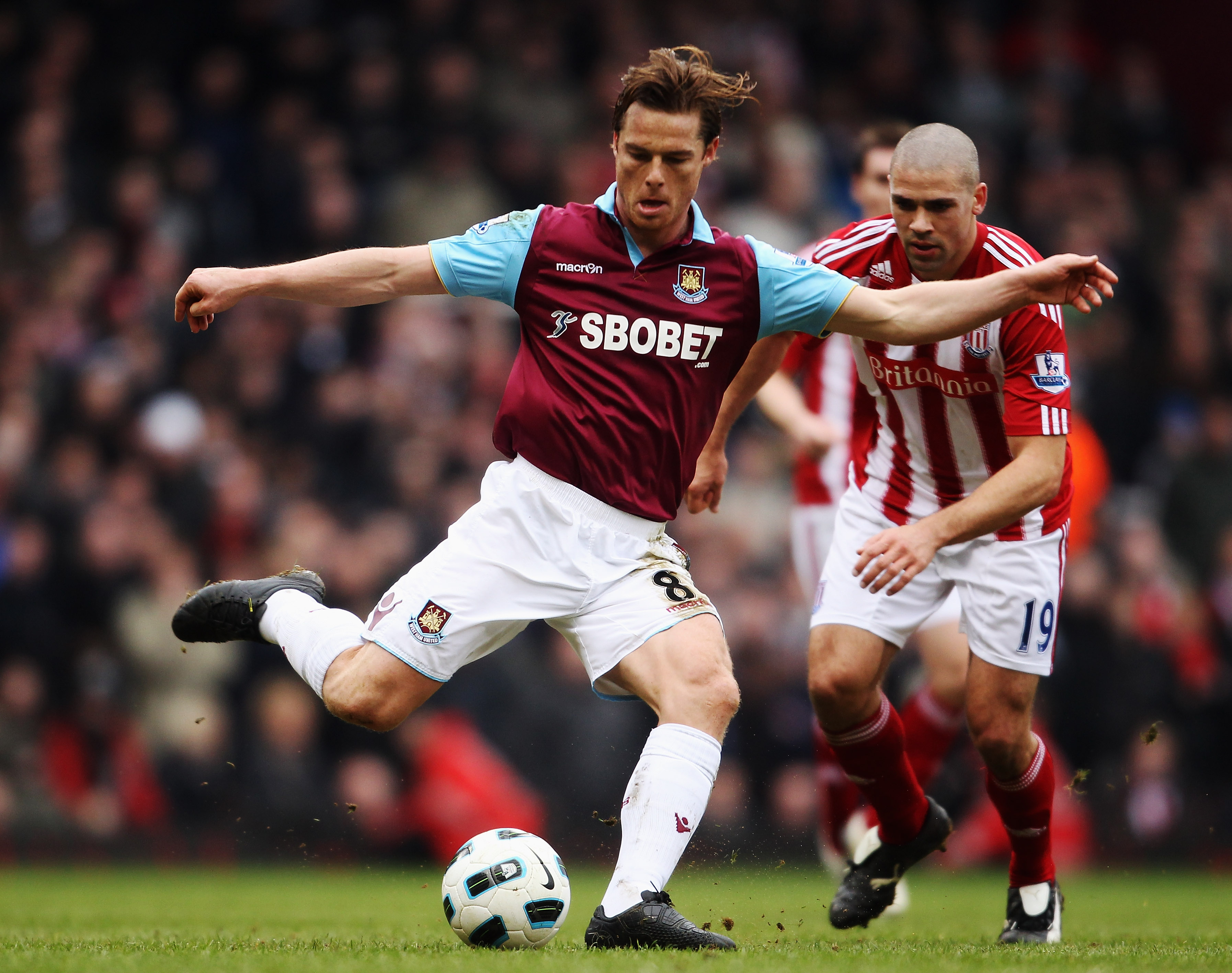 LONDON, UNITED KINGDOM - MARCH 05:  Scott Parker of West Ham United controls the ball during the Barclays Premier League match between West Ham United and Stoke City at the Boleyn Ground on March 5, 2011 in London, England.  (Photo by Scott Heavey/Getty I