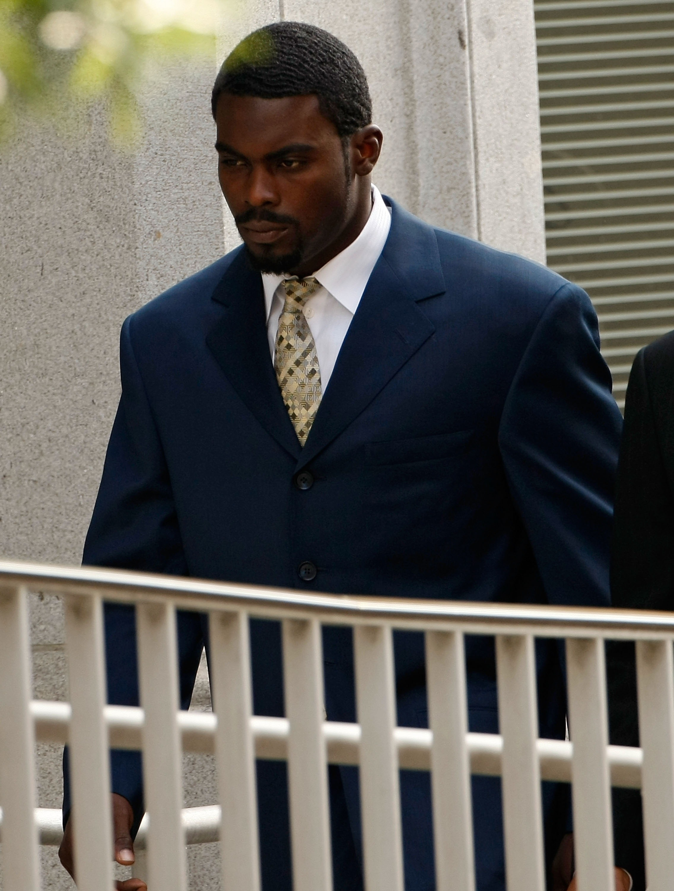 RICHMOND, VA - AUGUST 27:  Atlanta Falcons quarterback Michael Vick (L) arrives at federal court August 27, 2007 in Richmond, Virginia. The football star was expected to plead guilty to a federal dogfighting conspiracy charge. The NFL has suspended Vick i