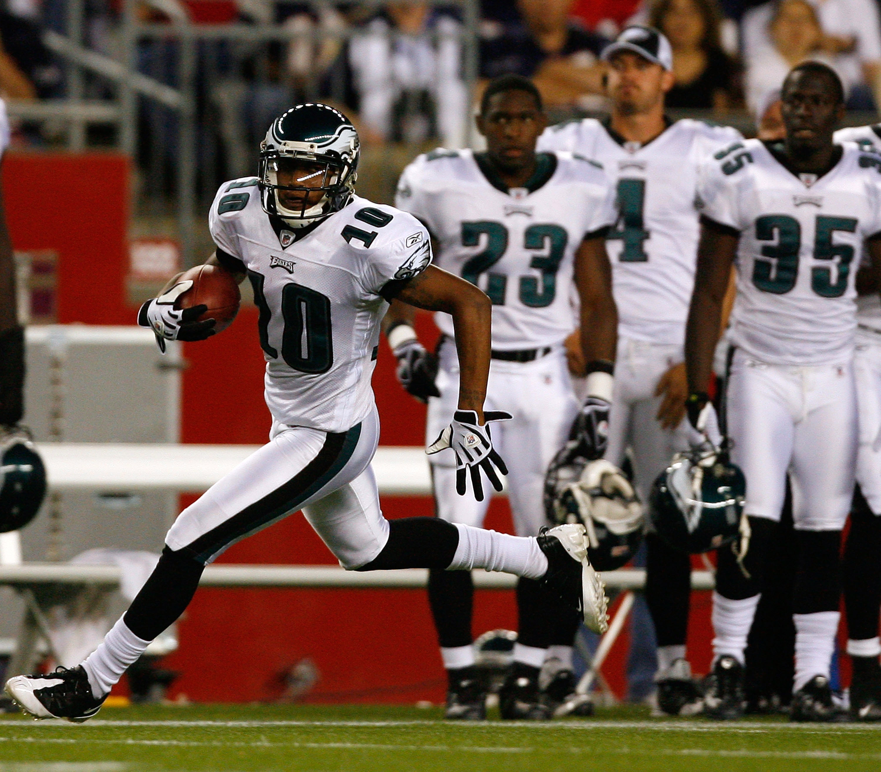 FOXBORO, MA - AUGUST 22: DeSean Jackson #10 of the Philadelphia Eagles gains yardage during a preseason game against the New England Patriots at Gillette Stadium on August 22, 2008 in Foxboro, Massachusetts. (Photo by Jim Rogash/Getty Images)