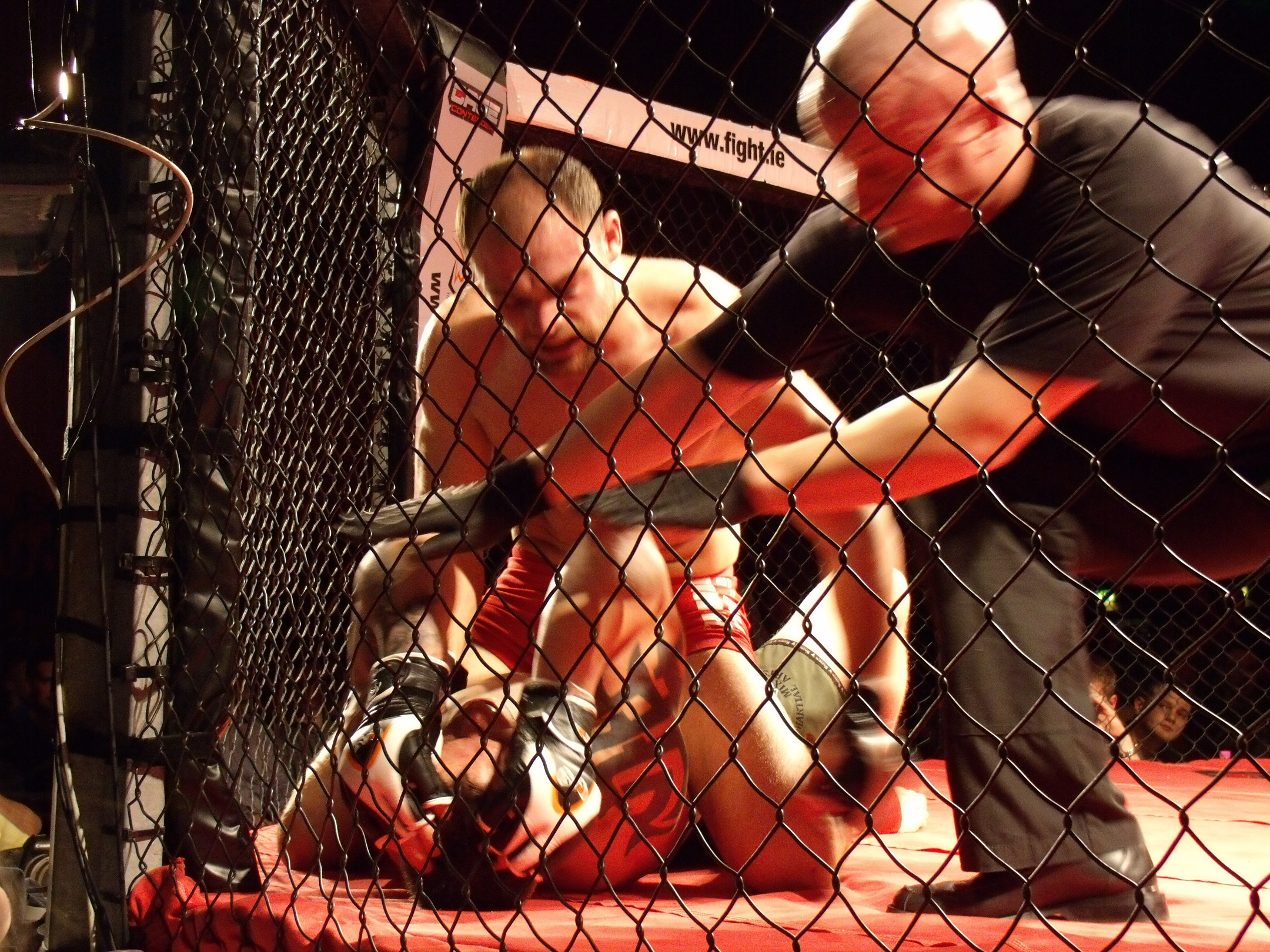 Referee stoppage, Pendred retains Title