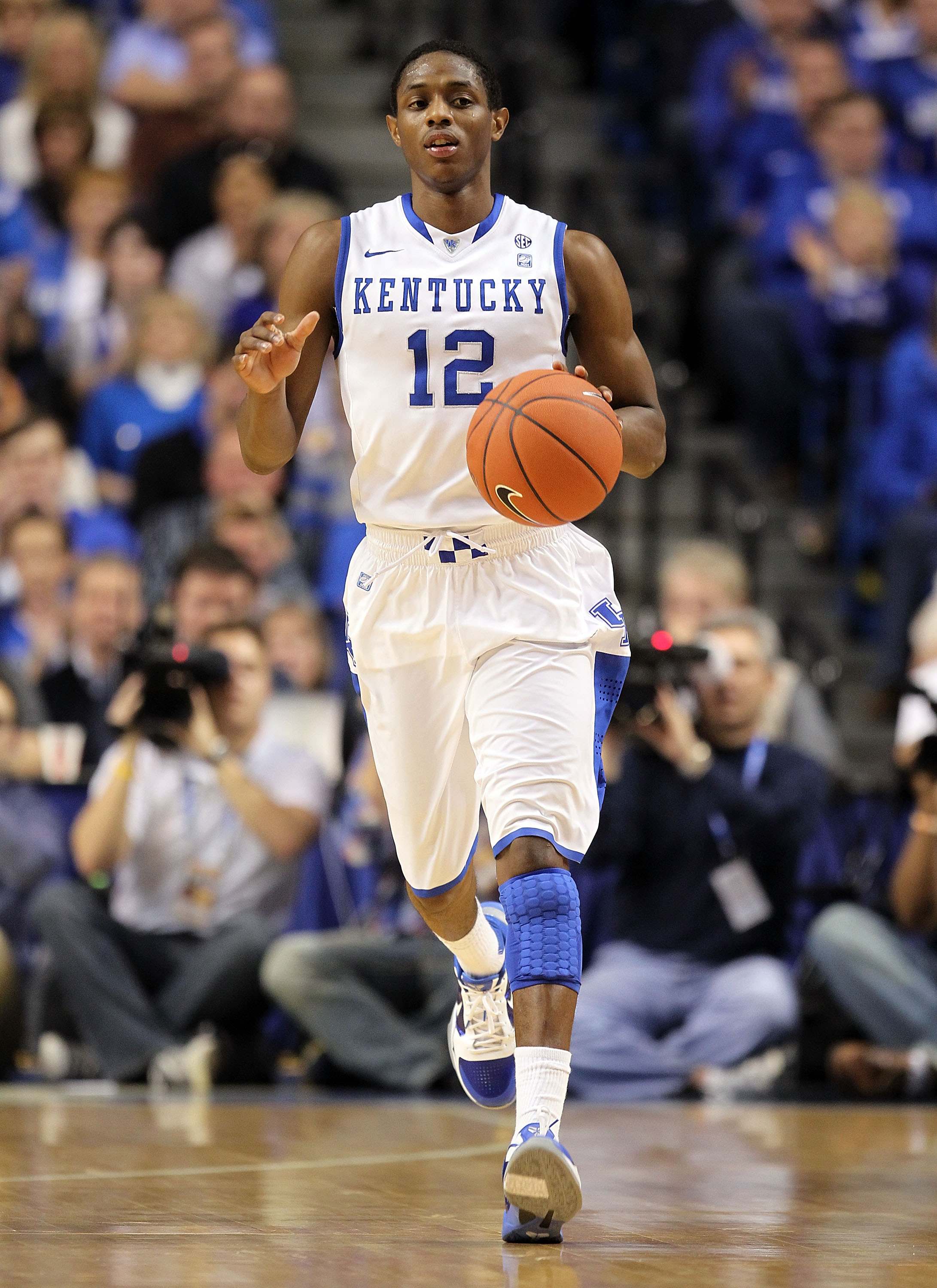 LEXINGTON, KY - JANUARY 29:  Brandon Knight #12 of the Kentucky Wildcats dribbles the ball during the SEC game against the Georgia Bulldogs at Rupp Arena on January 29, 2011 in Lexington, Kentucky. Kentucky won 66-60.  (Photo by Andy Lyons/Getty Images)