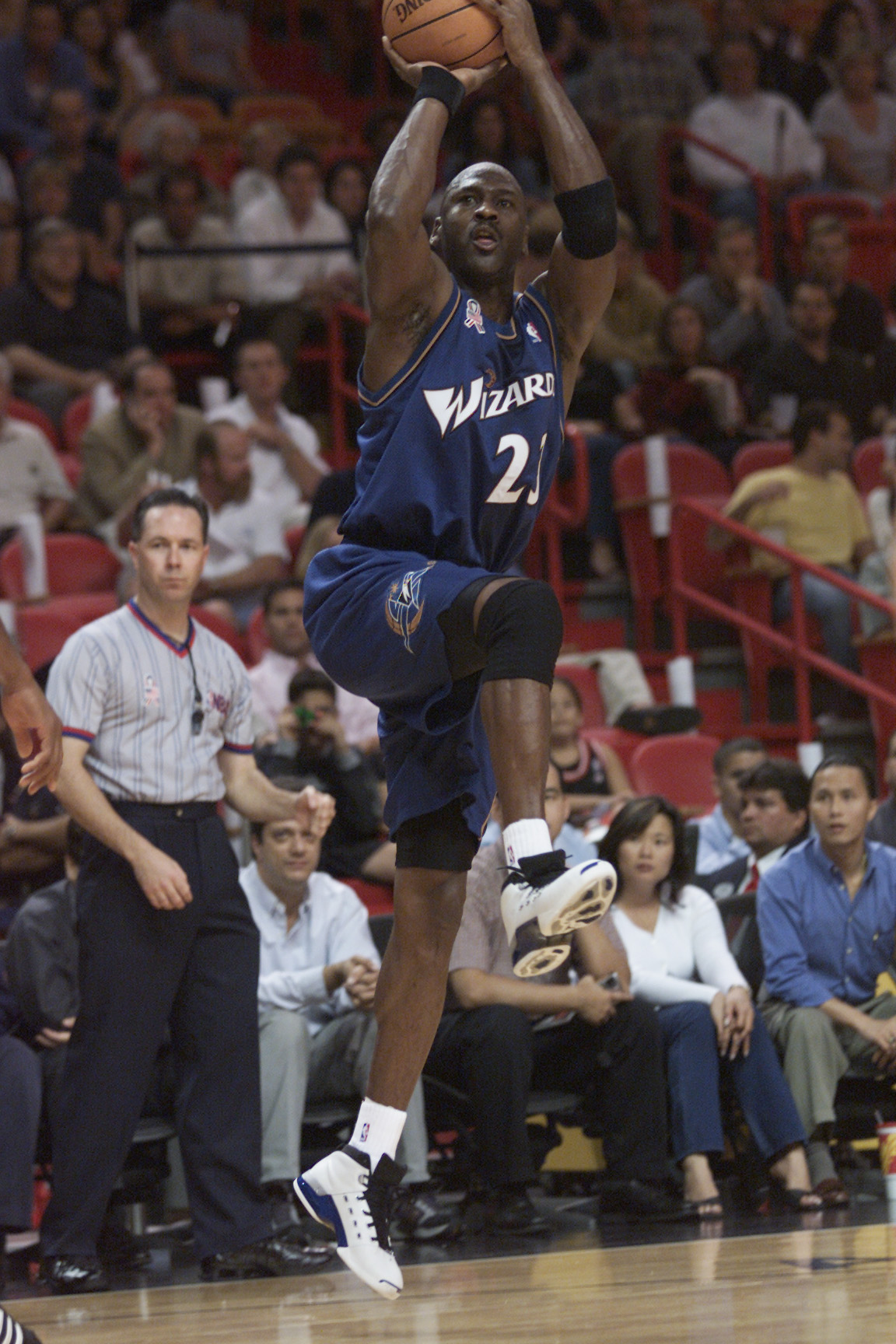 MIAMI - NOVEMBER 30:  Forward Michael Jordan #23 of the Washington Wizards shoots a jump shot during the NBA game against the Miami Heat at American Airlines Arena in Miami, Florida on November 30, 2001.  The Wizards won 84-75.  NOTE TO USER: User express