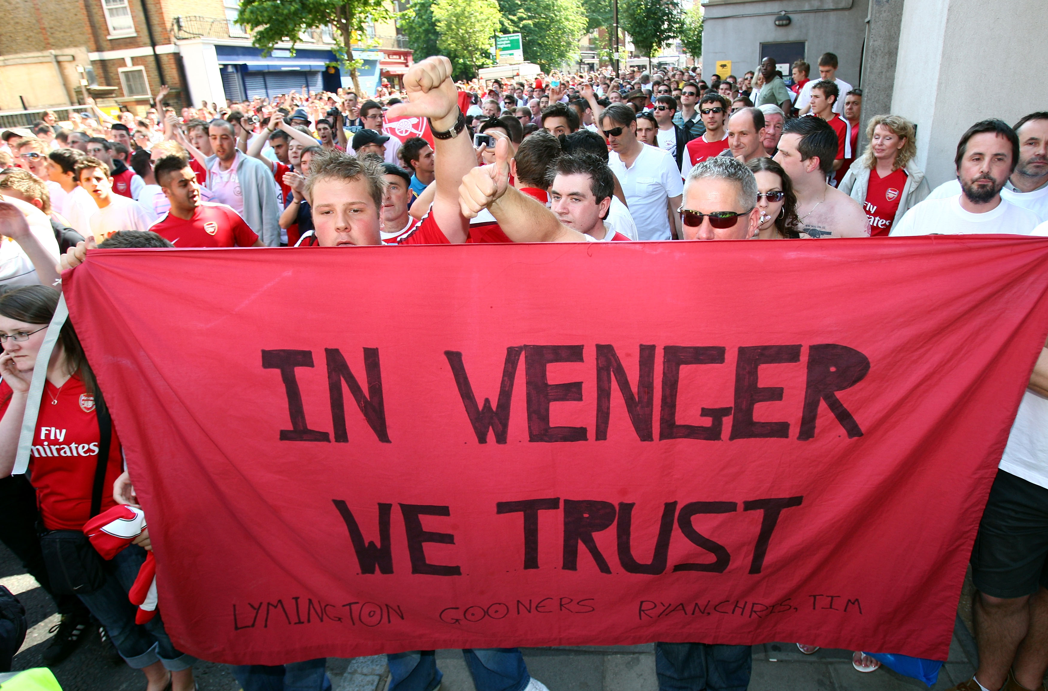 LONDON, ENGLAND - MAY 24:  Arsenal fans participate in a planned rally in support of their manager Arsene Wenger before the Barclays Premier League match between Arsenal and Stoke City at Emirates Stadium on May 24, 2009 in London, England.  (Photo by Rya