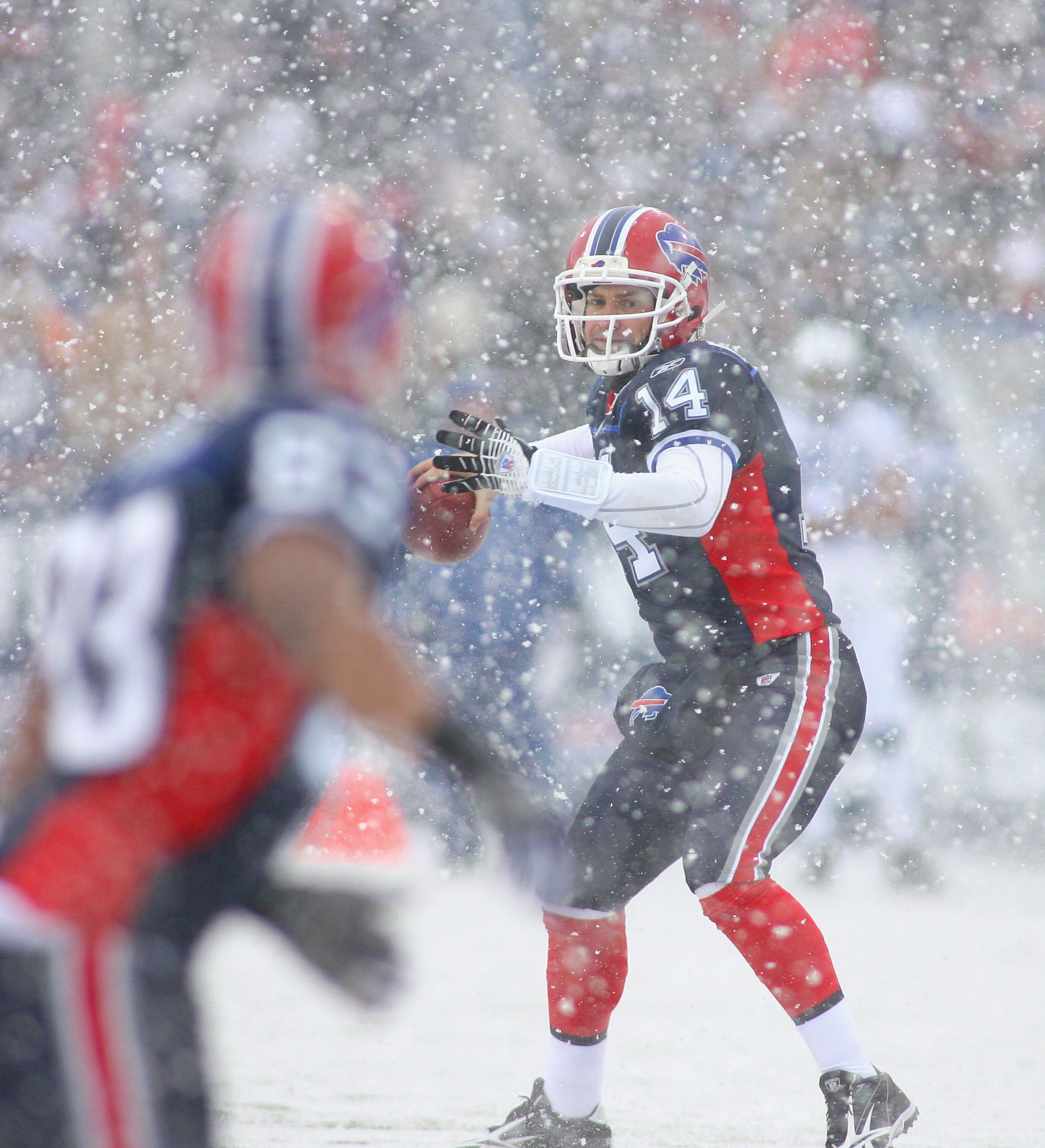 ORCHARD PARK, NY - JANUARY 03: Ryan Fitzpatrick #14 of the Buffalo Bills readies to throw a pass to teammate Lee Evans #83 against the Indianapolis Colts at Ralph Wilson Stadium on January 3, 2010 in Orchard Park, New York.  (Photo by Rick Stewart/Getty I