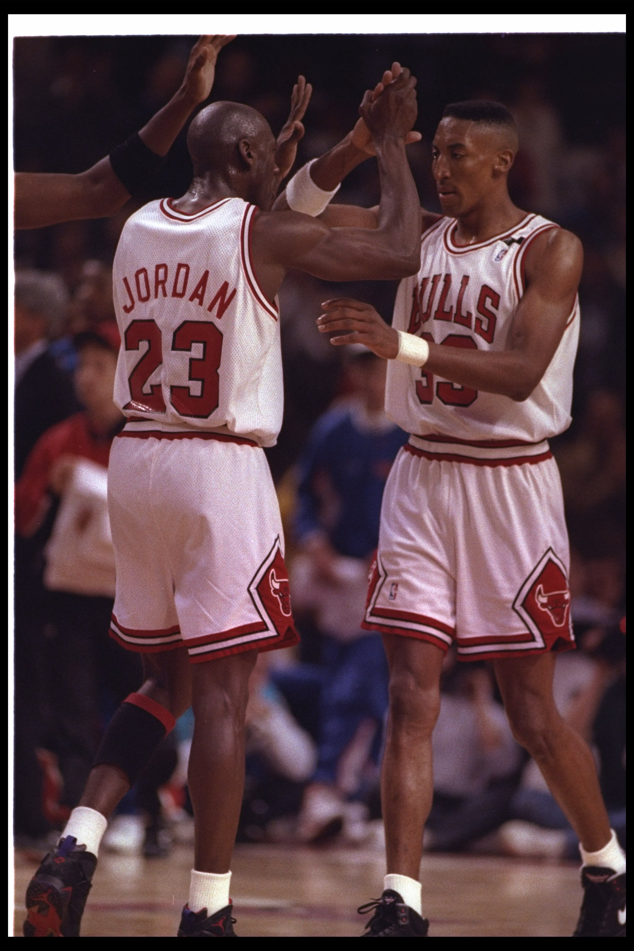 27 May 1992:  Chicago Bulls guard Michael Jordan (left) and forward Scottie Pippen celebrate during Game Five of the Eastern Conference finals against the Cleveland Cavaliers at the United Center in Chicago, Illinois.  The Bulls won the game, 112-89. Mand