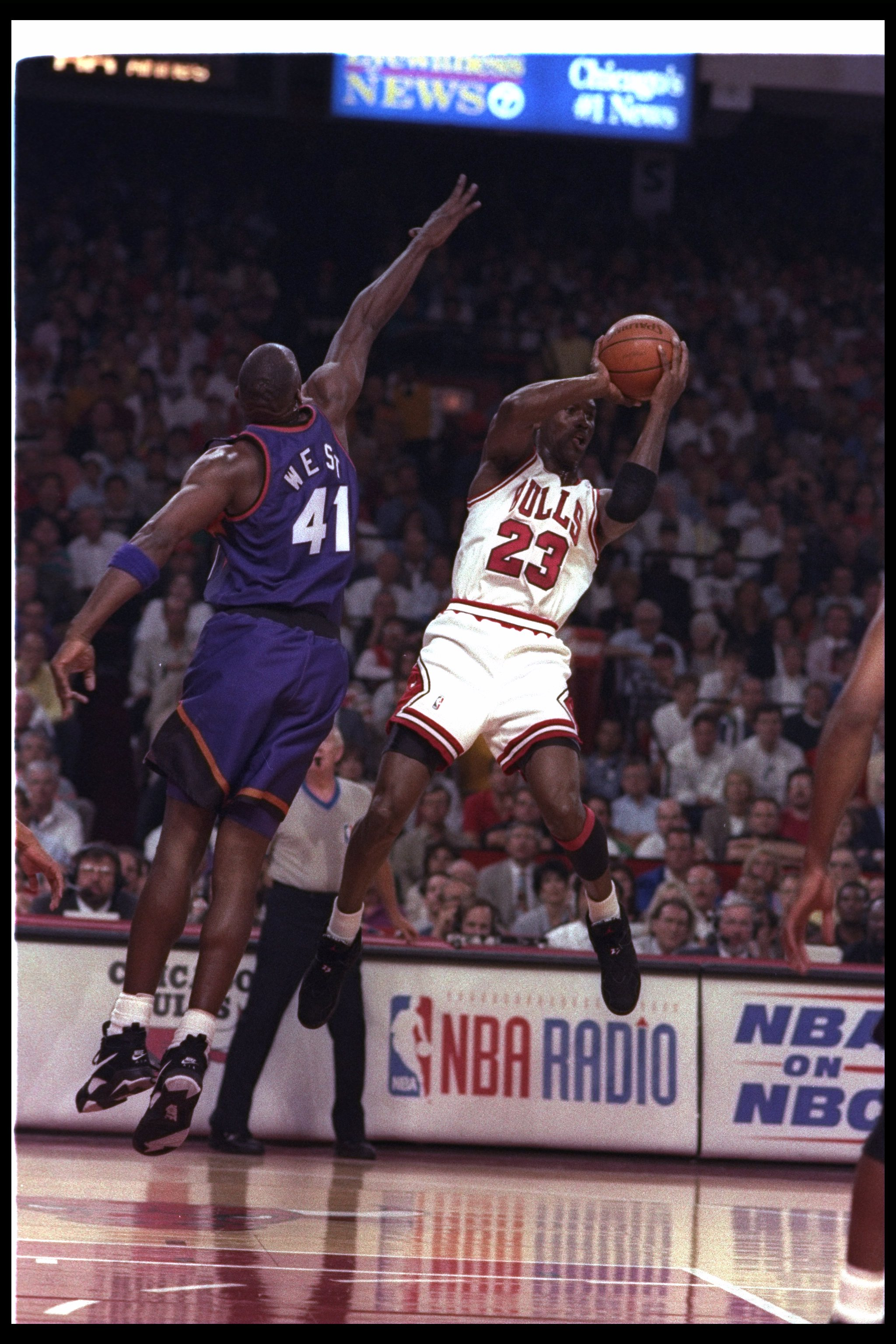 18 Jun 1993: Guard Michael Jordan of the Chicago Bulls (right) goes up for two during Game Five of the NBA finals against the Phoenix Suns at the United Center in Chicago, Illinois. The Suns won the game, 108-98.