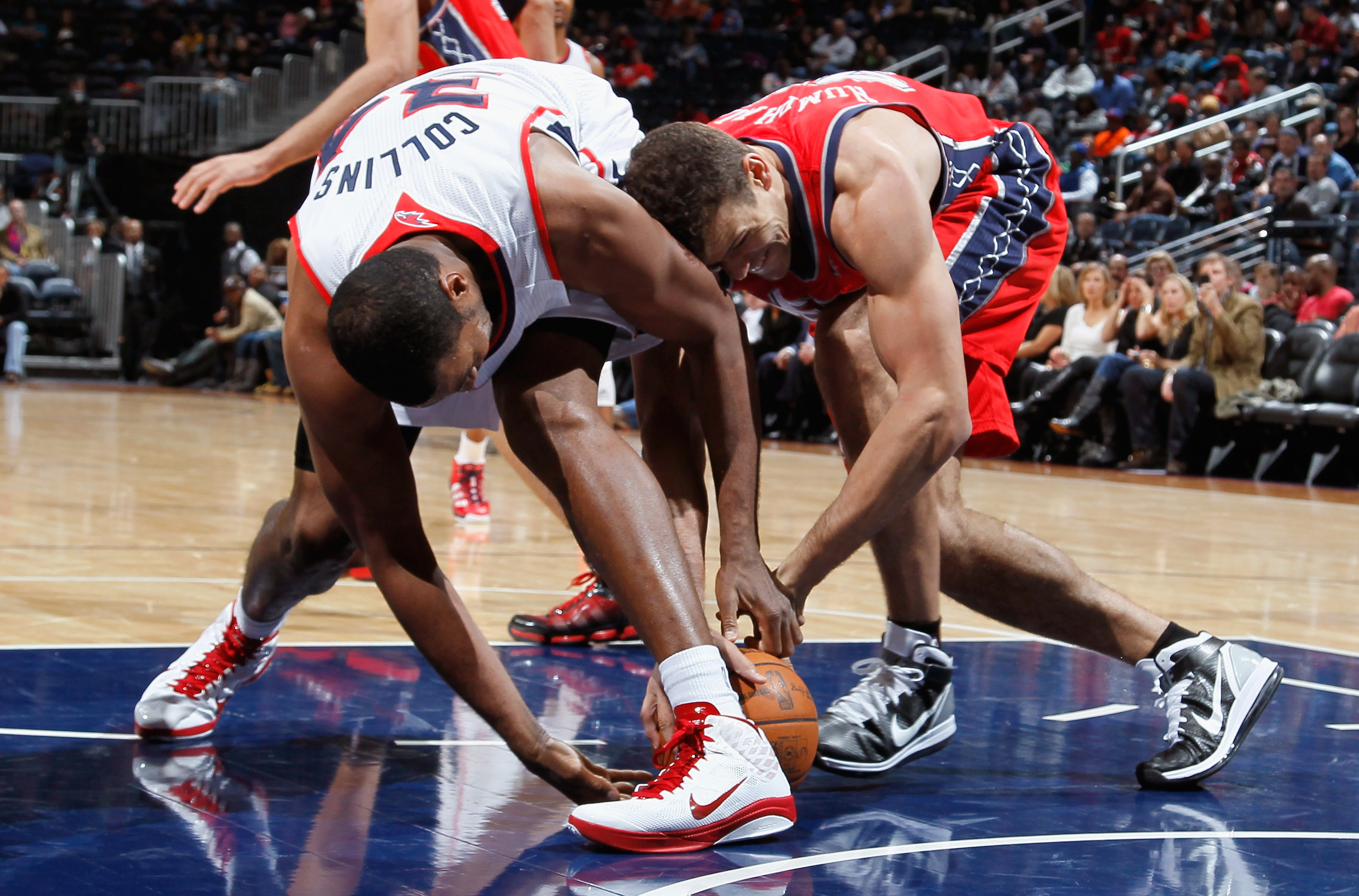 ATLANTA, GA - DECEMBER 07:  Jason Collins #34 of the Atlanta Hawks battles for a loose ball against Kris Humphries #43 of the New Jersey Nets at Philips Arena on December 7, 2010 in Atlanta, Georgia.  NOTE TO USER: User expressly acknowledges and agrees t