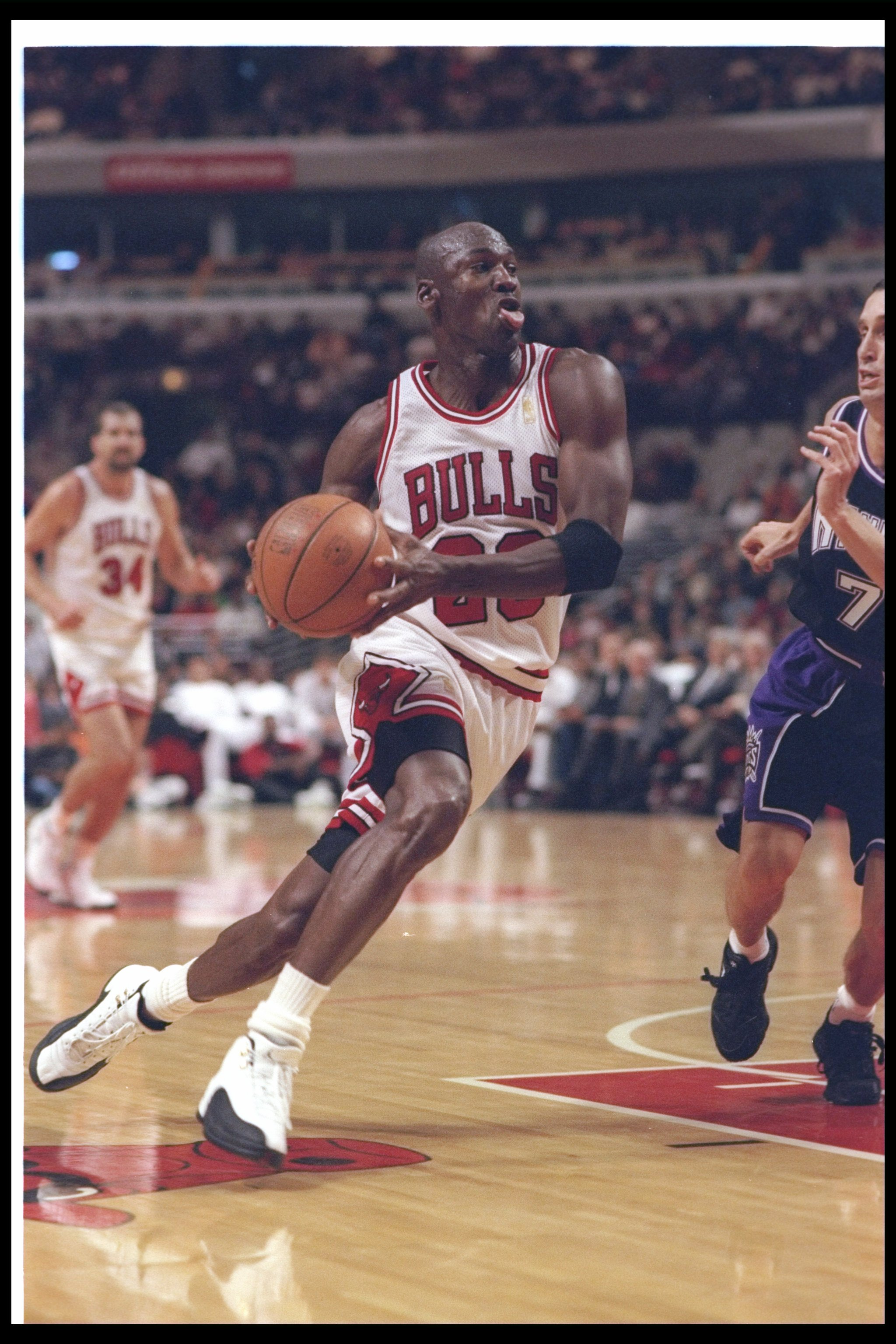26 Oct 1996:  Guard Michael Jordan of the Chicago Bulls moves the ball during a game against the Sacramento Kings at the United Center in Chicago, Illinois.  The Bulls won the game, 97-91.    Mandatory Credit: Jonathan Daniel  /Allsport