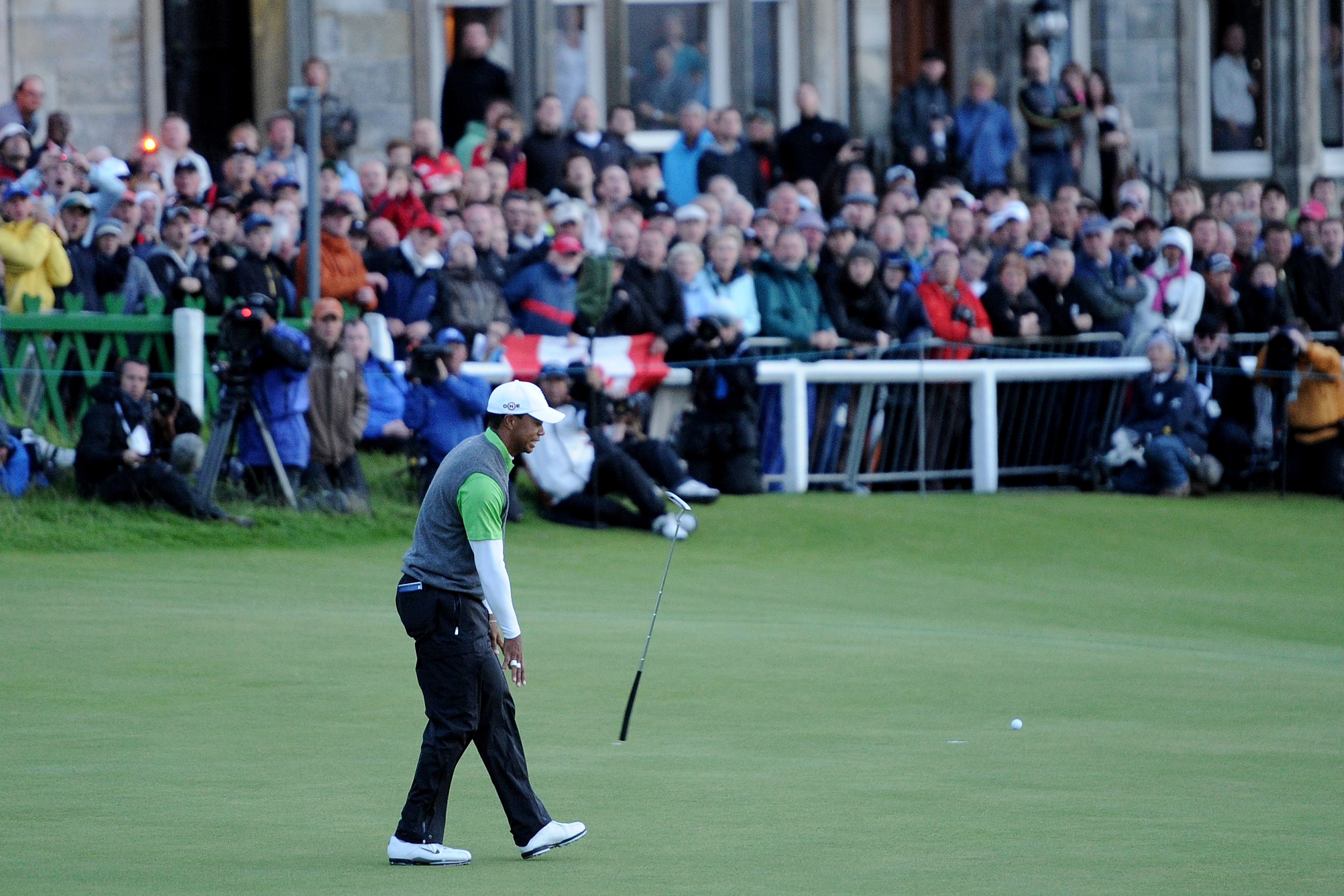 ST ANDREWS, SCOTLAND - JULY 16:  Tiger Woods of the USA tosses his putter after missing an eagle putt on the 18th green during the second round of the 139th Open Championship on the Old Course, St Andrews on July 16, 2010 in St Andrews, Scotland.  (Photo