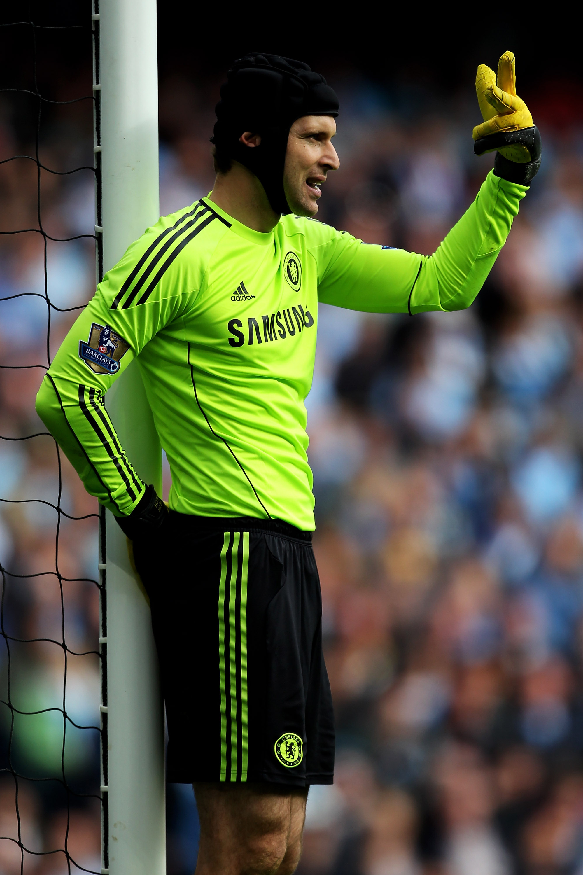 MANCHESTER, ENGLAND - SEPTEMBER 25:  Petr Cech of Chelsea gestures during the Barclays Premier League match between Manchester City and Chelsea at the City of Manchester Stadium on September 25, 2010 in Manchester, England.  (Photo by Alex Livesey/Getty I