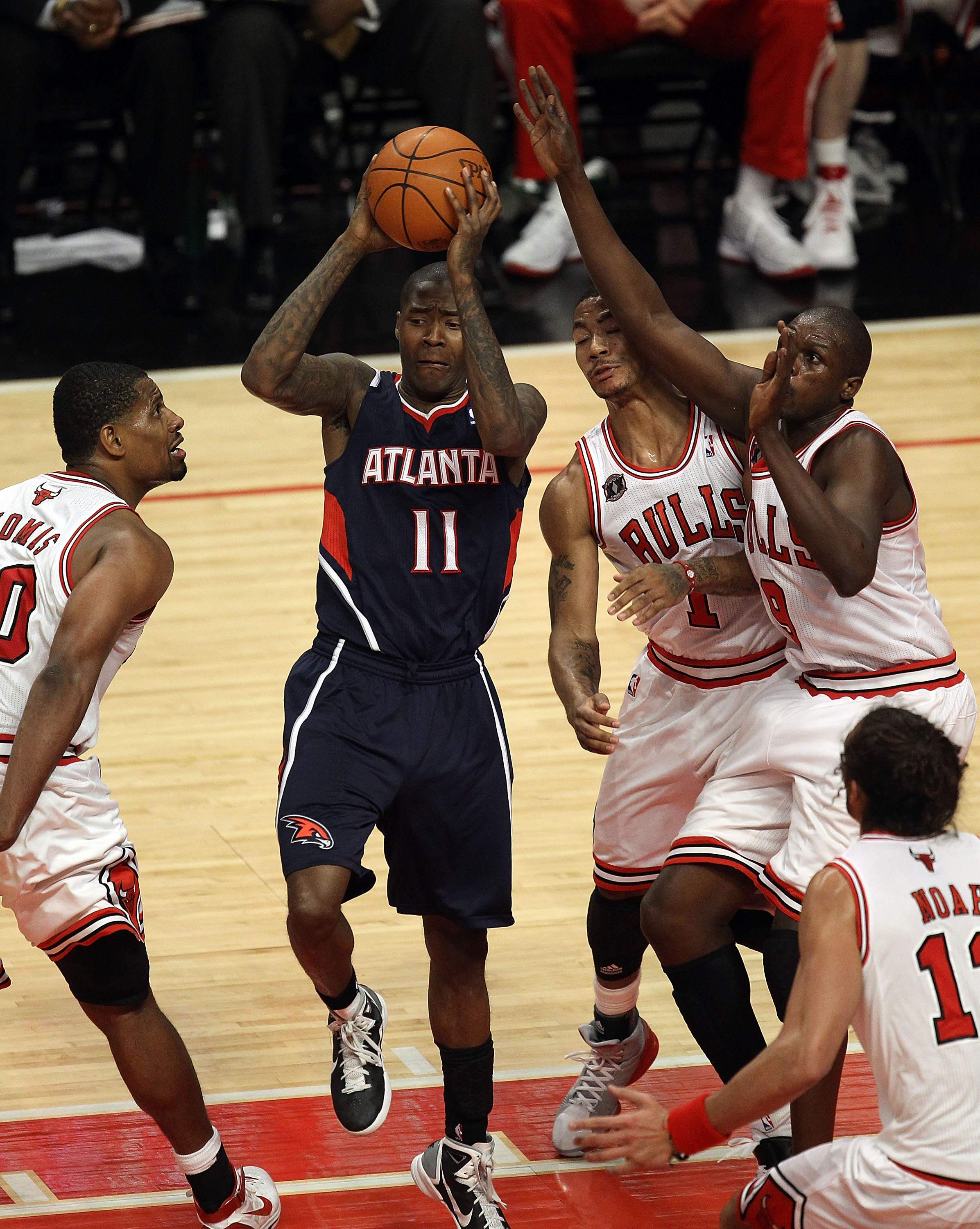 CHICAGO, IL - MARCH 11: Jamal Crawford #11 of the Atlanta Hawks passes the ball surrounded by (L-R)  Kurt Thomas #40, Derrick Rose #1, Loul Deng #9 and Joakim Noah #13 of the Chicago Bulls at the United Center on March 11, 2011 in Chicago, Illinois. The B