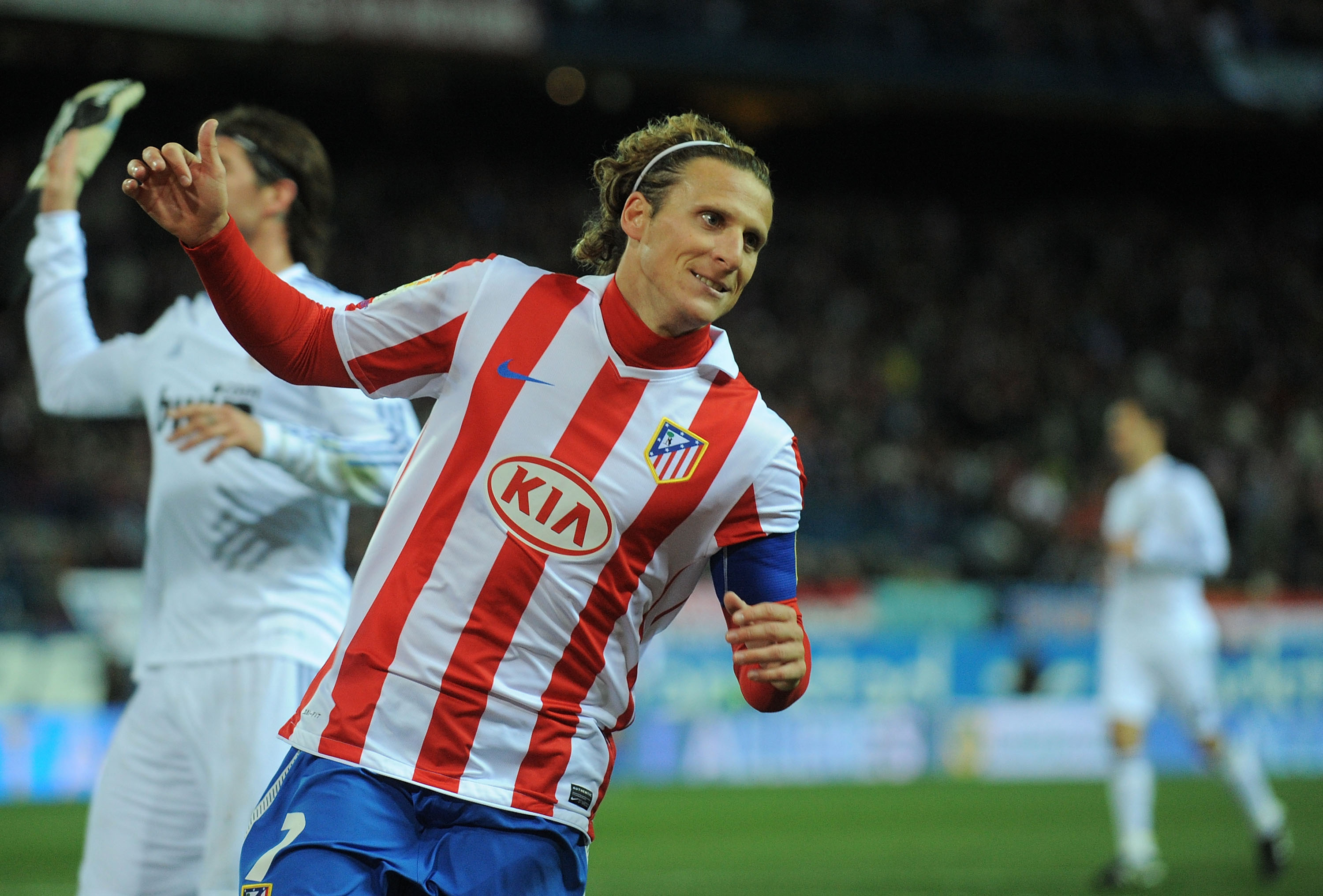 MADRID, SPAIN - JANUARY 20:  Diego Forlan of Atletico Madrid reacts during the Copa del Rey quarter final second leg match between Atletico Madrid and Real Madrid at Vicente Calderon Stadium on January 20, 2011 in Madrid, Spain.  (Photo by Denis Doyle/Get