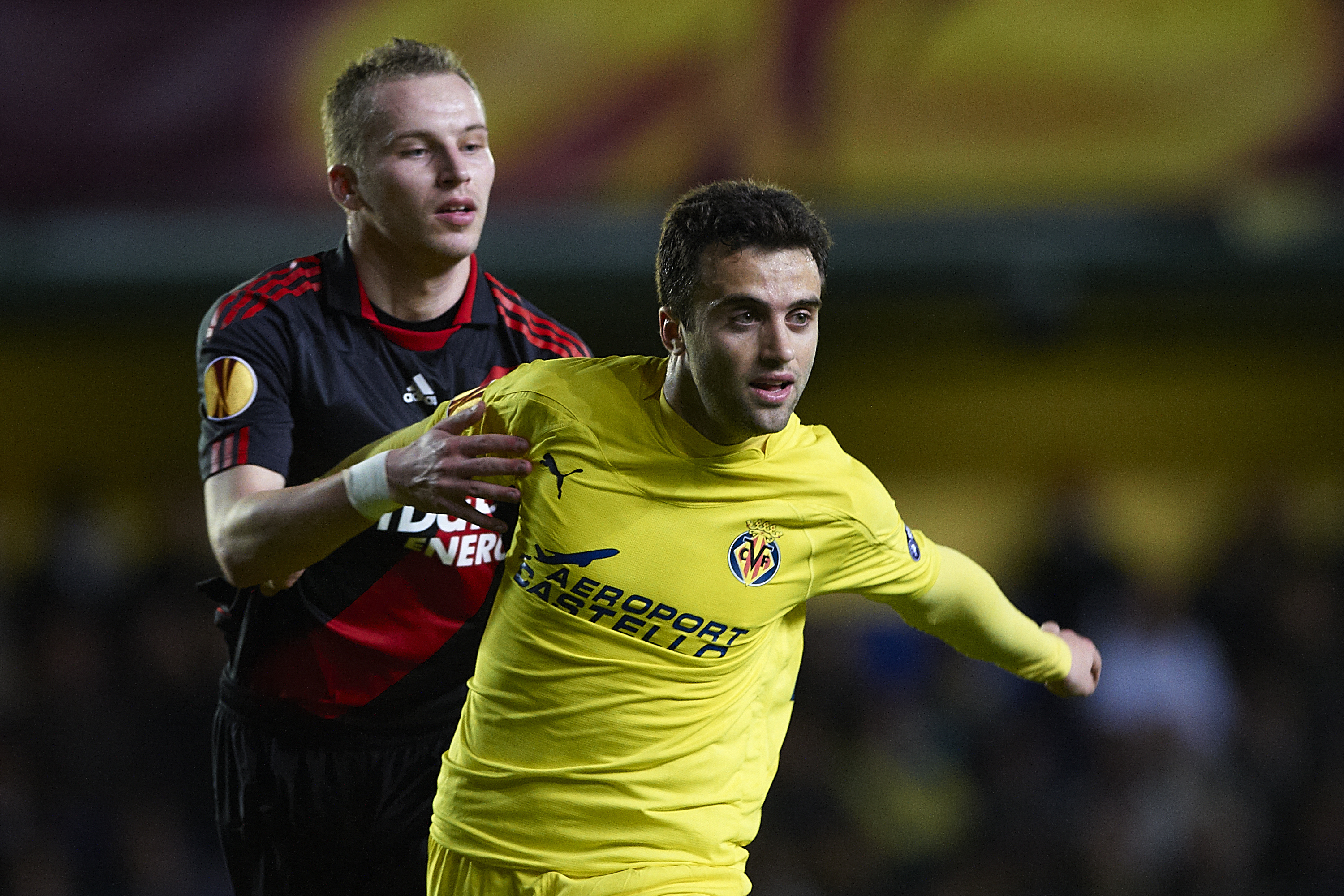 VILLAREAL, SPAIN - MARCH 17:  Giuseppe Rossi (R) of Villarreal competes for the position with Michal Kadlec of Bayer Leverkusen during the UEFA Europa League round of 16 second leg match between Villarreal and Bayer Leverkusen at El Madrigal stadium on Ma