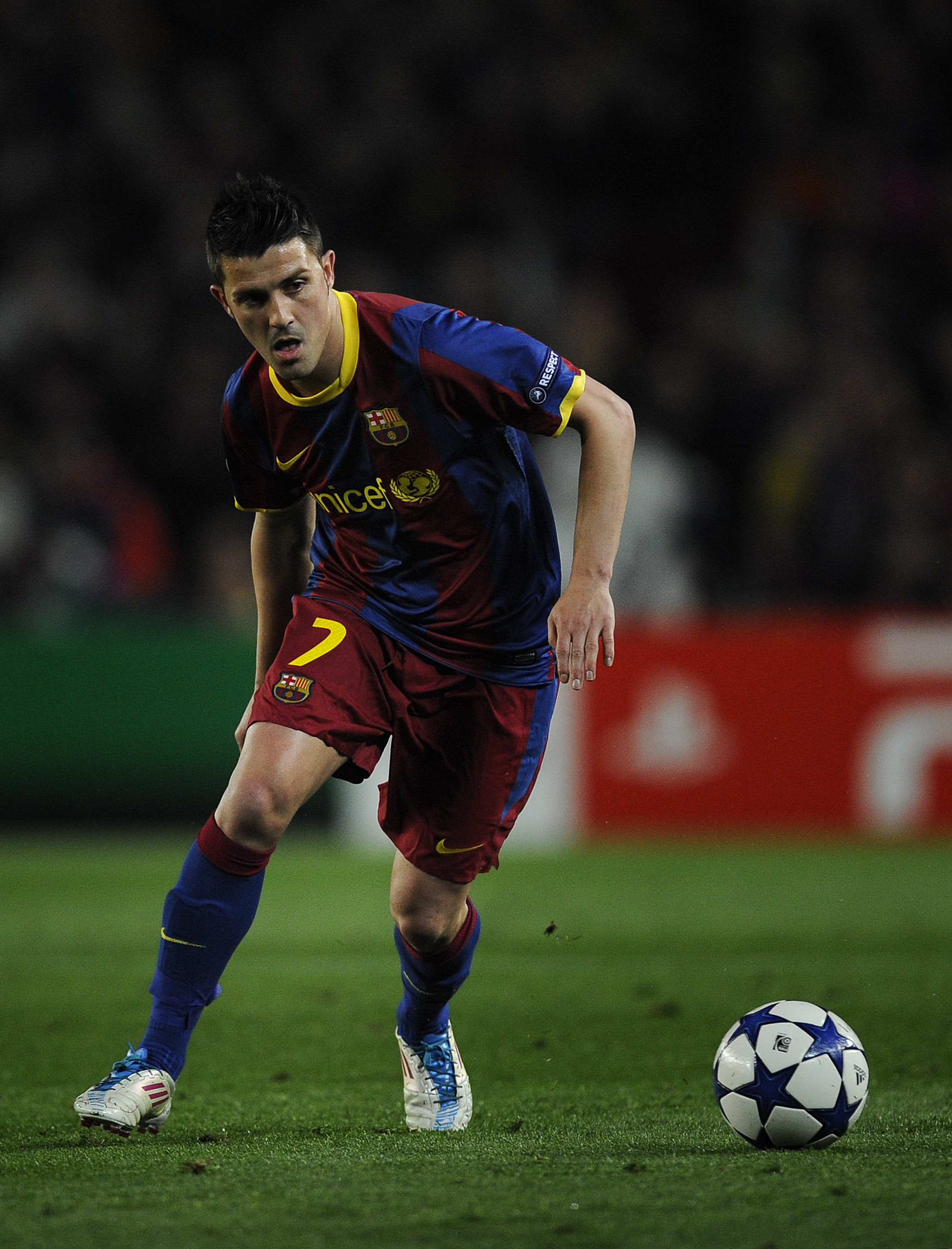 BARCELONA, SPAIN - MARCH 08:  David Villa of FC Barcelona runs with the ball during the UEFA Champions League round of 16 second leg match between Barcelona and Arsenal at the Camp Nou stadium on March 8, 2011 in Barcelona, Spain.  Barcelona won 3-1.  (Ph
