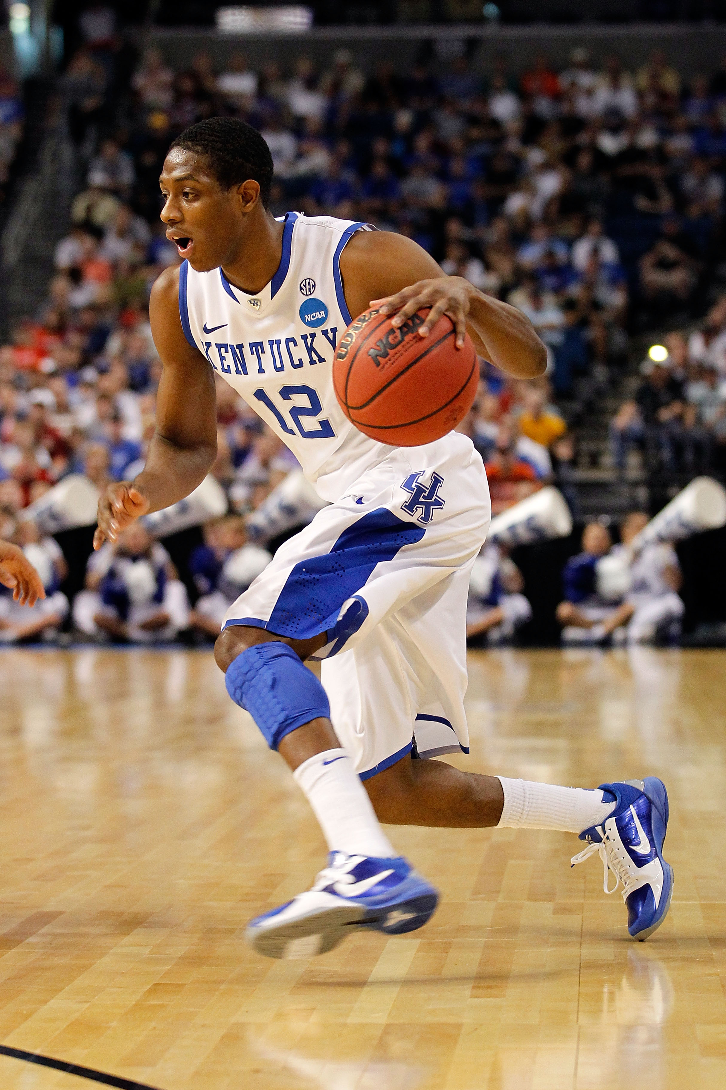 TAMPA, FL - MARCH 19:  Brandon Knight #12 of the Kentucky Wildcats drives against the West Virginia Mountaineers during the third round of the 2011 NCAA men's basketball tournament at St. Pete Times Forum on March 19, 2011 in Tampa, Florida.  (Photo by J.