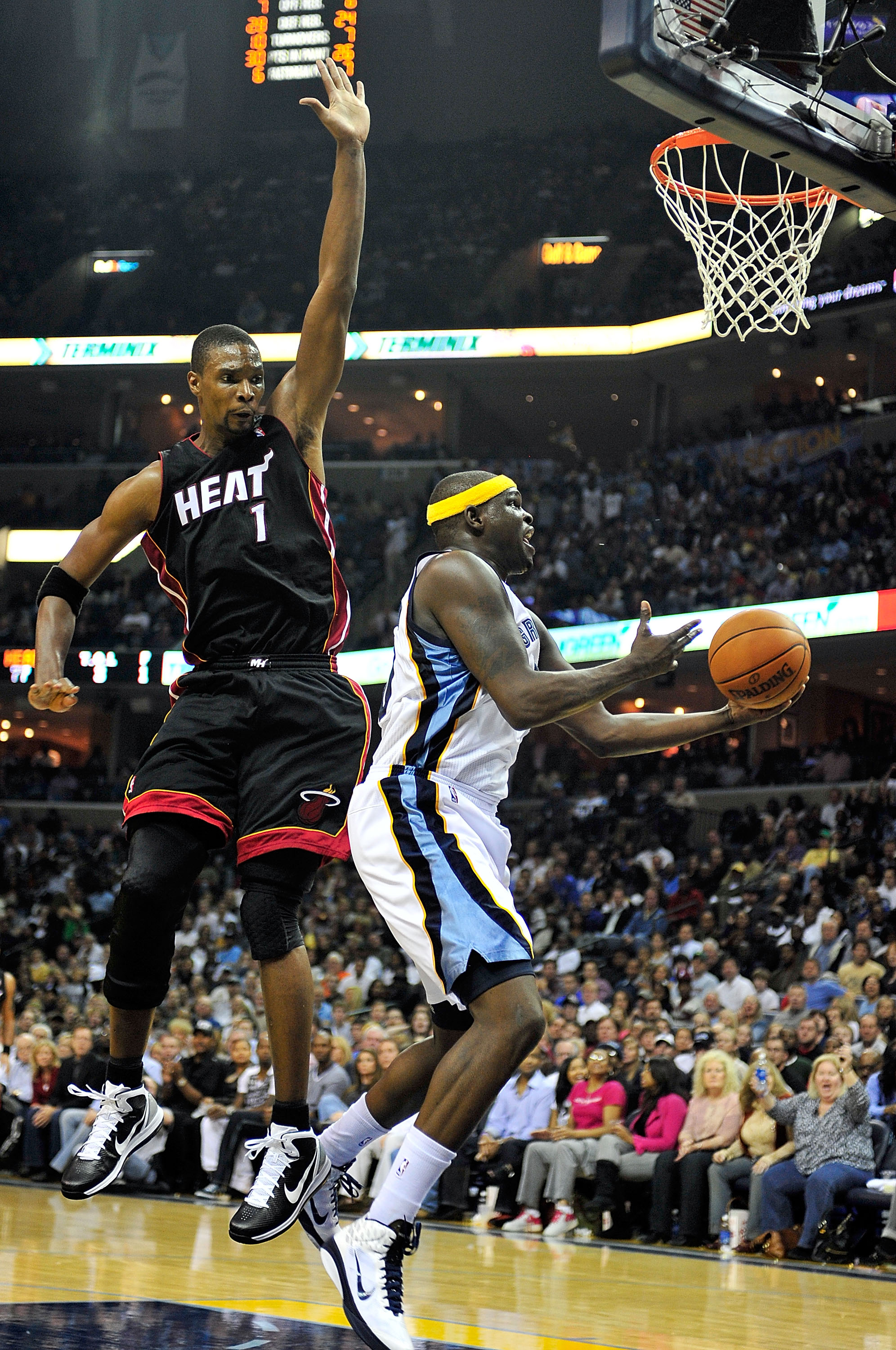 MEMPHIS, TN - NOVEMBER 20:  Zach Randolph #50 of the Memphis Grizzlies drives past Chris Bosh #1 of the Miami Heat at FedExForum on November 20, 2010 in Memphis, Tennessee. The Grizzlies won 97-95.  NOTE TO USER: User expressly acknowledges and agrees tha