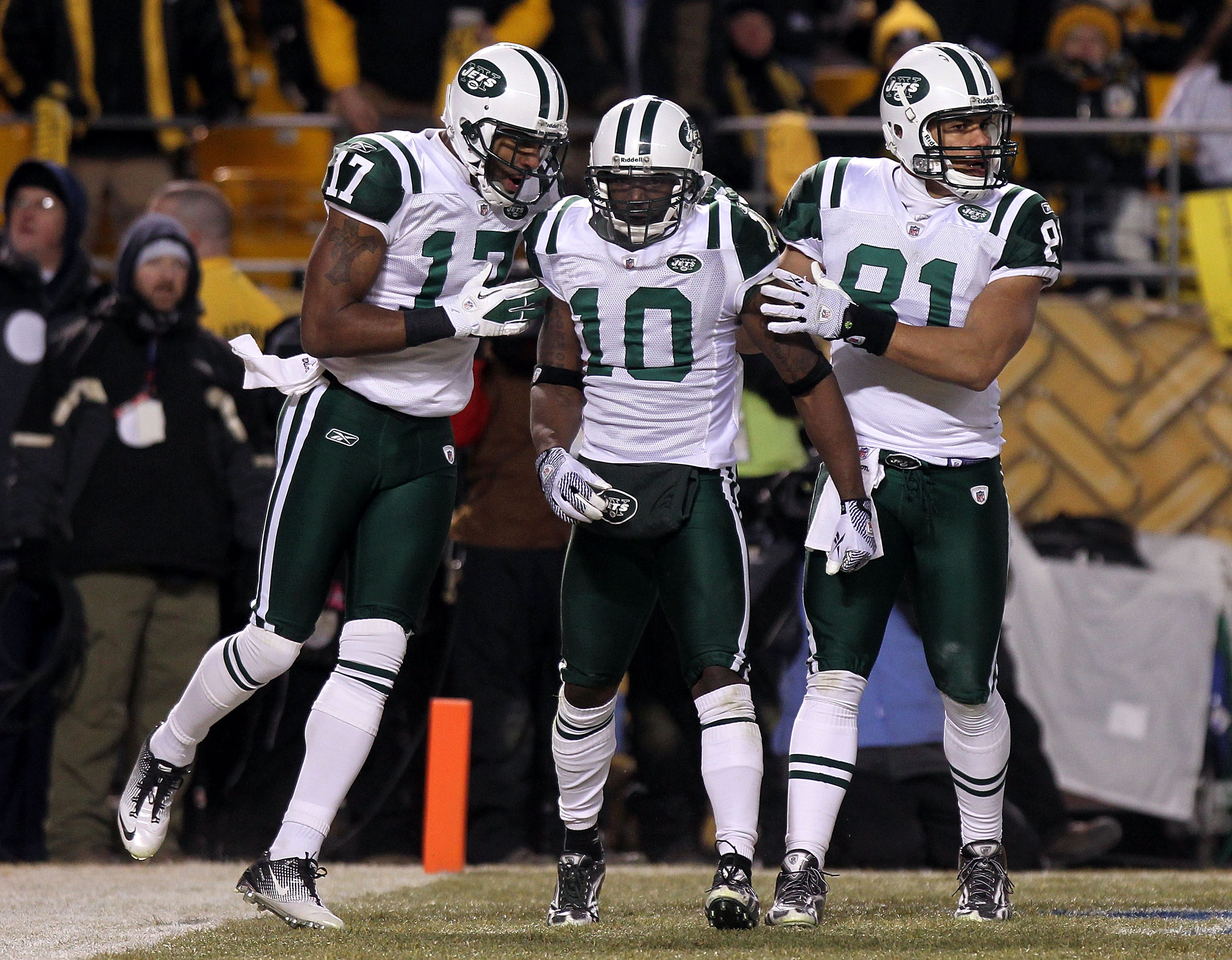 PITTSBURGH, PA - JANUARY 23:  Santonio Holmes #10 of the New York Jets celebrates with teammates Braylon Edwards #17 and Dustin Keller #81 after he scored a third quarter touchdown against the Pittsburgh Steelers during the 2011 AFC Championship game at H