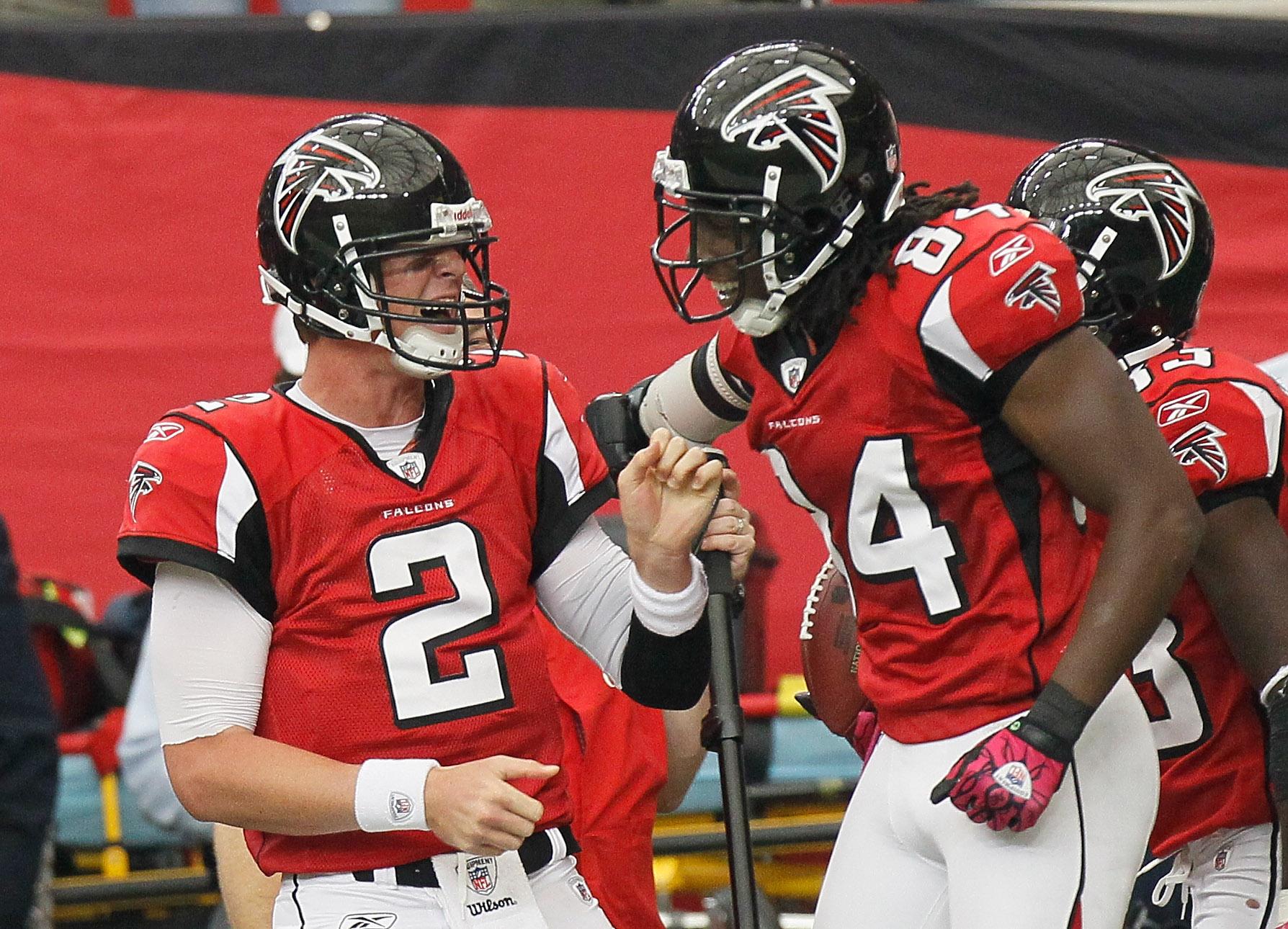 ATLANTA - OCTOBER 24  Roddy White  84 of the Atlanta Falcons celebrates  after pulling ea2e778e8