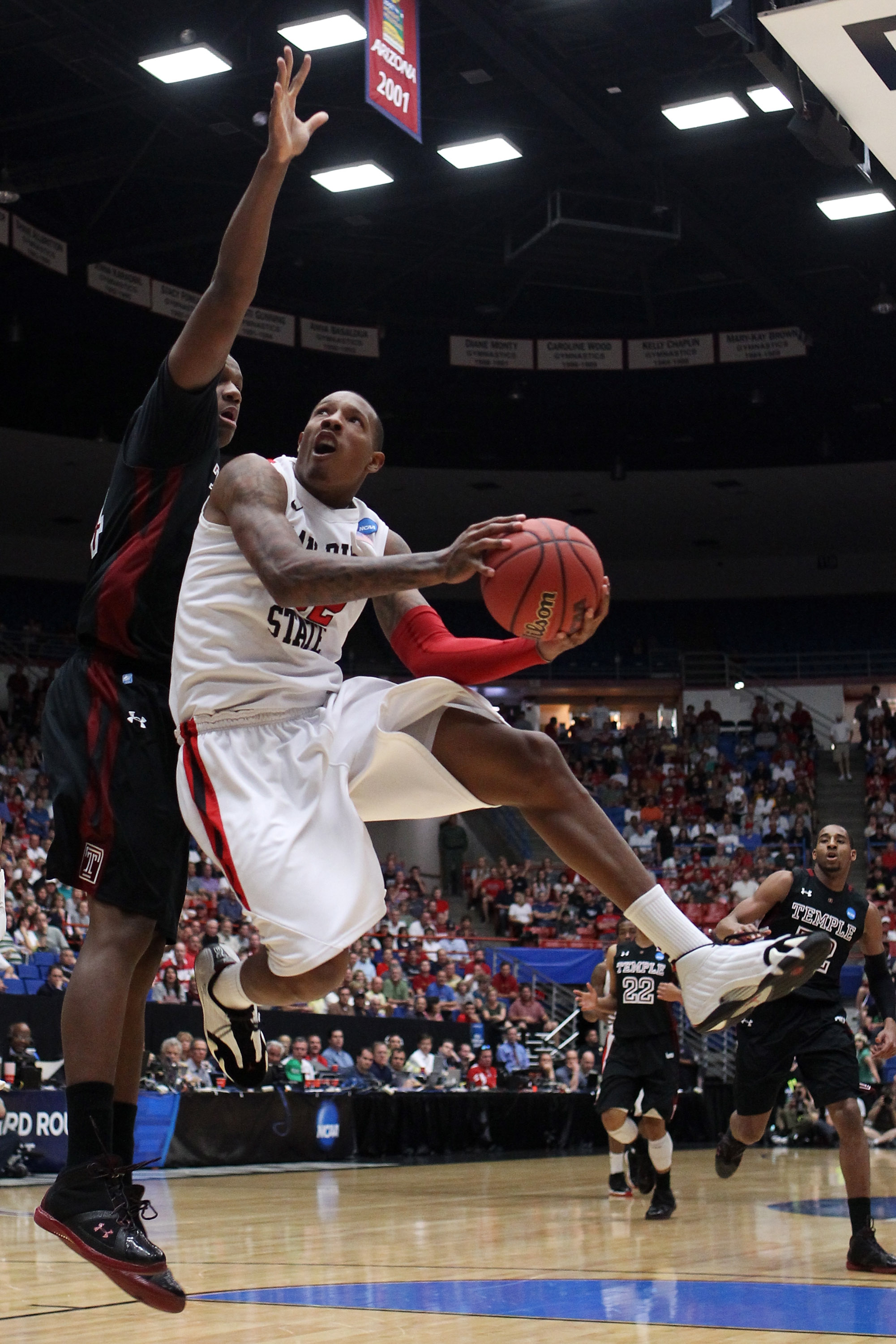 TUCSON, AZ - MARCH 19:  Billy White #32 of the San Diego State Aztecs shoots against the Temple Owls during the third round of the 2011 NCAA men's basketball tournament at McKale Center on March 19, 2011 in Tucson, Arizona.  (Photo by Christian Petersen/G