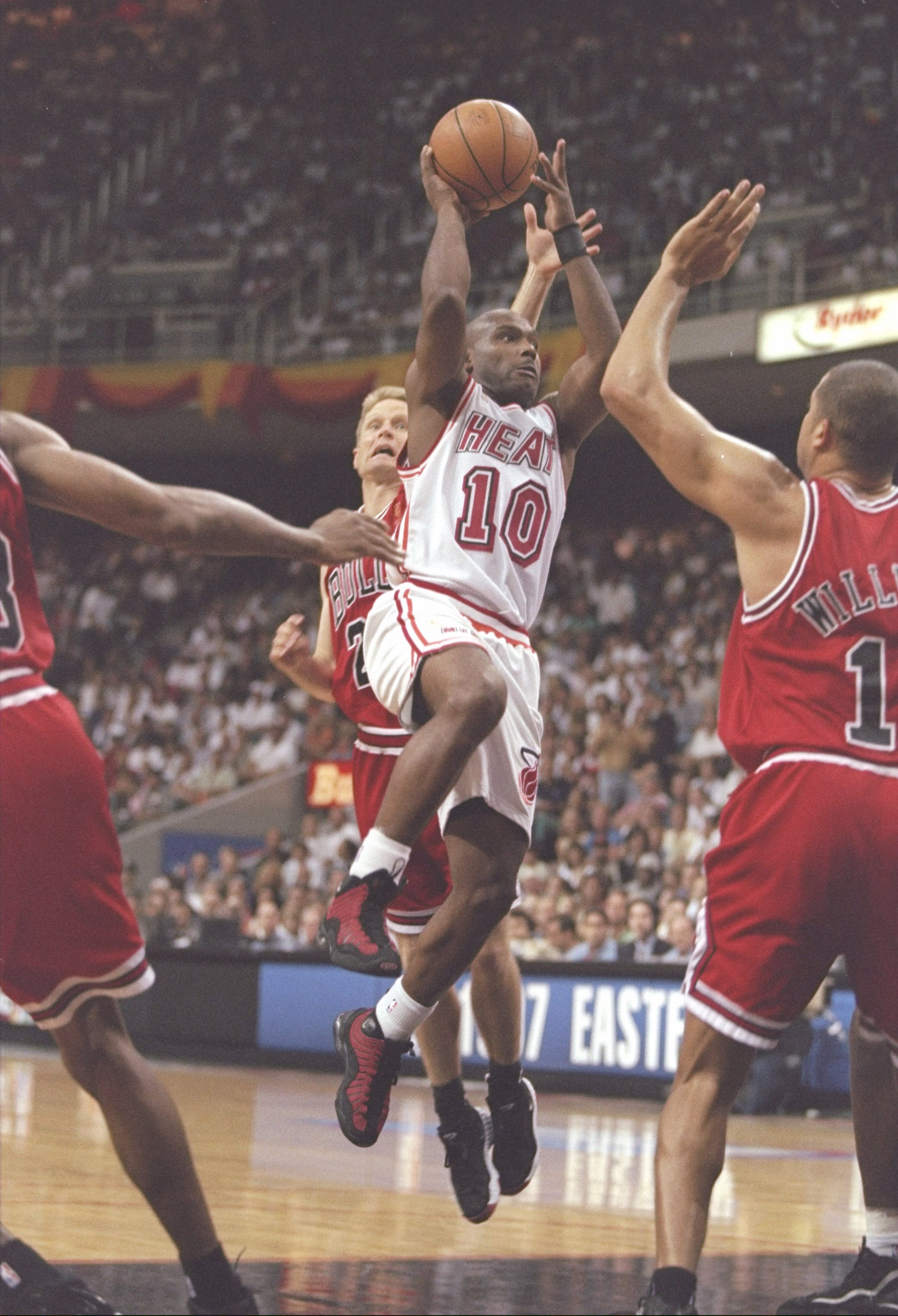 26 May 1997:  Guard Tim Hardaway of the Miami Heat drives past guard Steve Kerr and forward Brian Williams of the Chicago Bulls during a playoff game at the Miami Arena in Miami, Florida.  The Heat won the game 87-80. Mandatory Credit: Andy Lyons  /Allspo