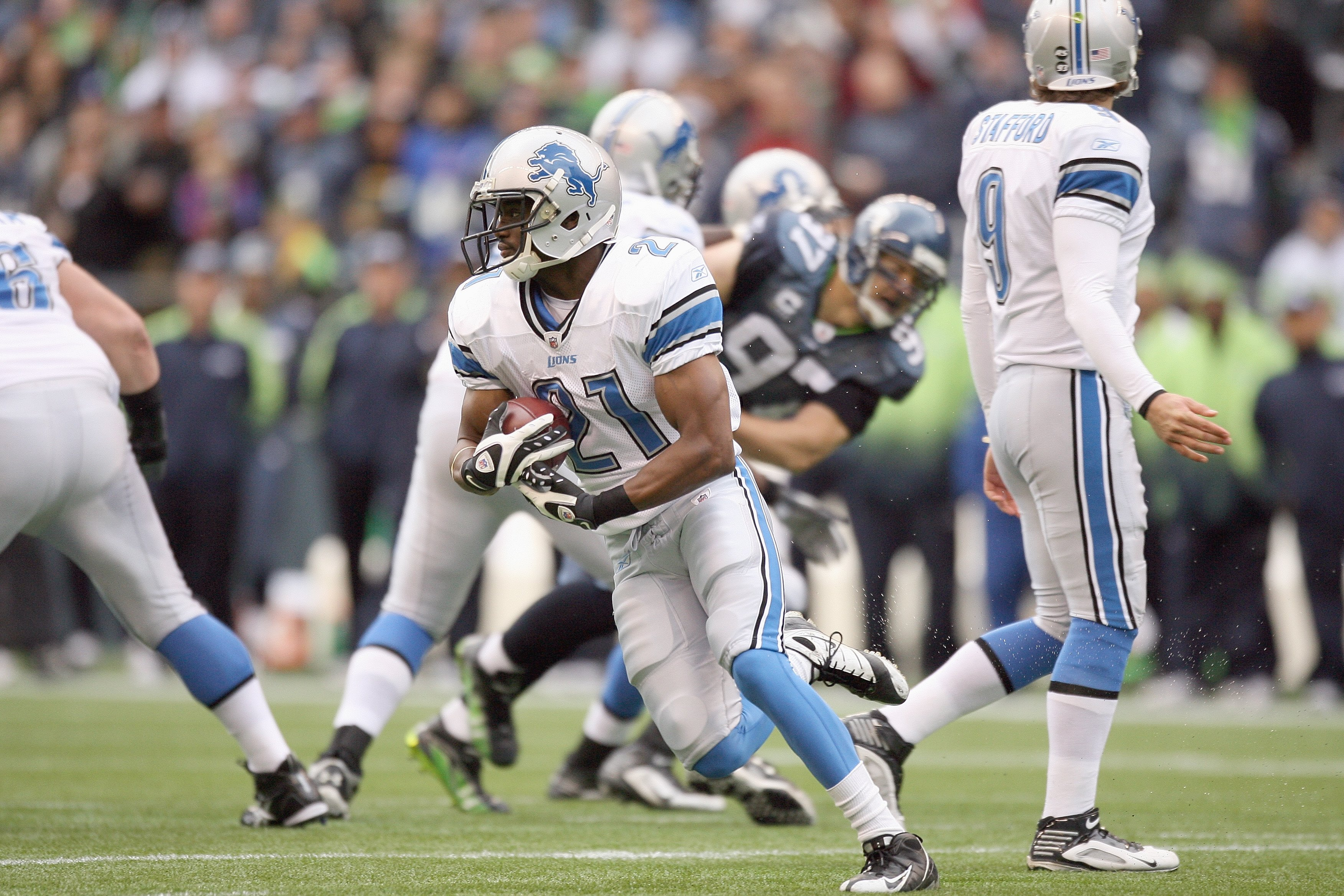 SEATTLE - NOVEMBER 08:  Aaron Brown #21 of the Detroit Lions carries the ball during the game against the Seattle Seahawks on November 8, 2009 at Qwest Field in Seattle, Washington. The Seahawks defeated the Lions 32-20. (Photo by Otto Greule Jr/Getty Ima