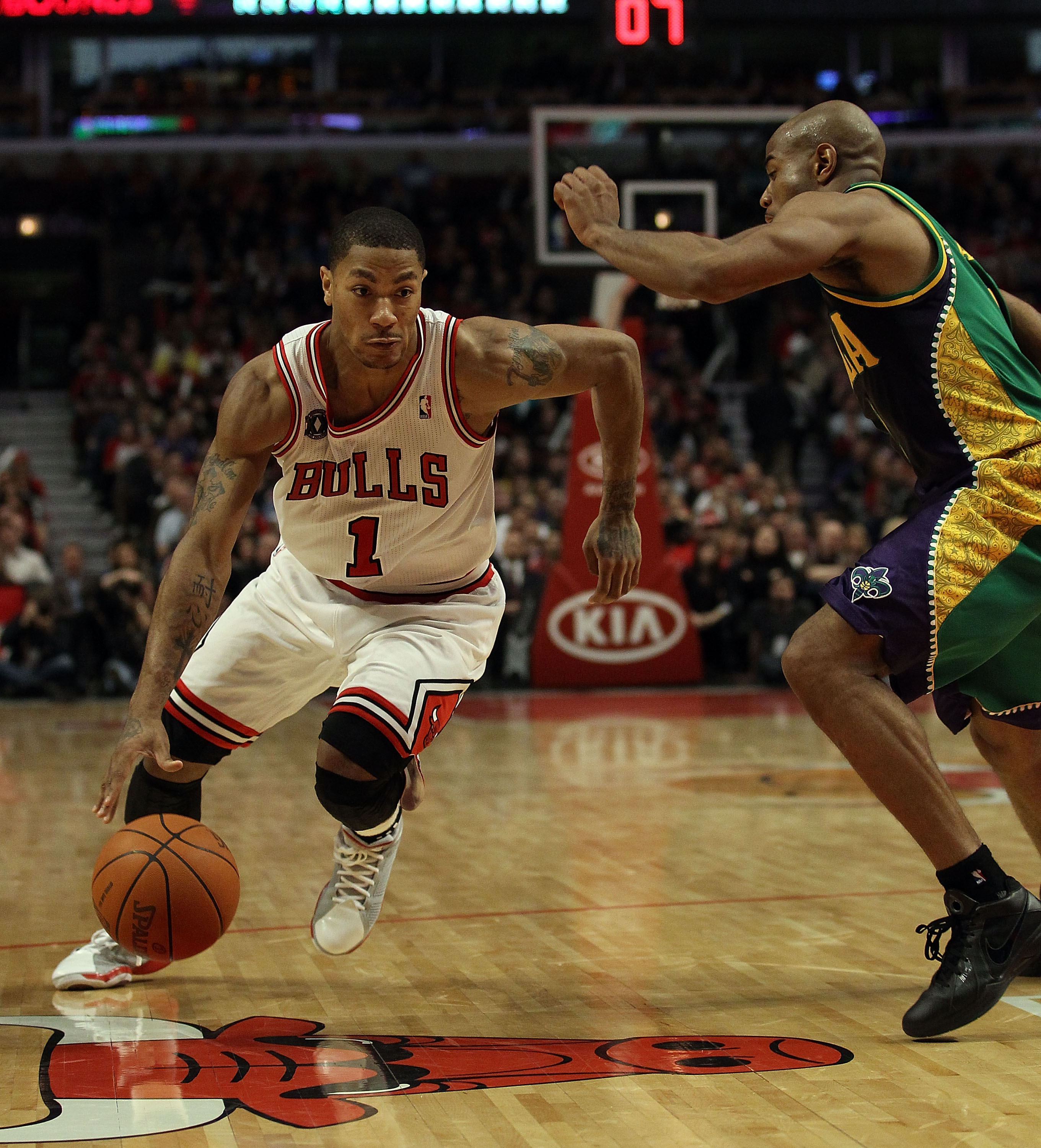 CHICAGO, IL - MARCH 07: Derrick Rose #1 of the Chicago Bulls drives against Jarrett Jack #2 of the New Orleans Hornets at the United Center on March 7, 2011 in Chicago, Illinois. The Bulls defeated the Hornets 85-77. NOTE TO USER: User expressly acknowled