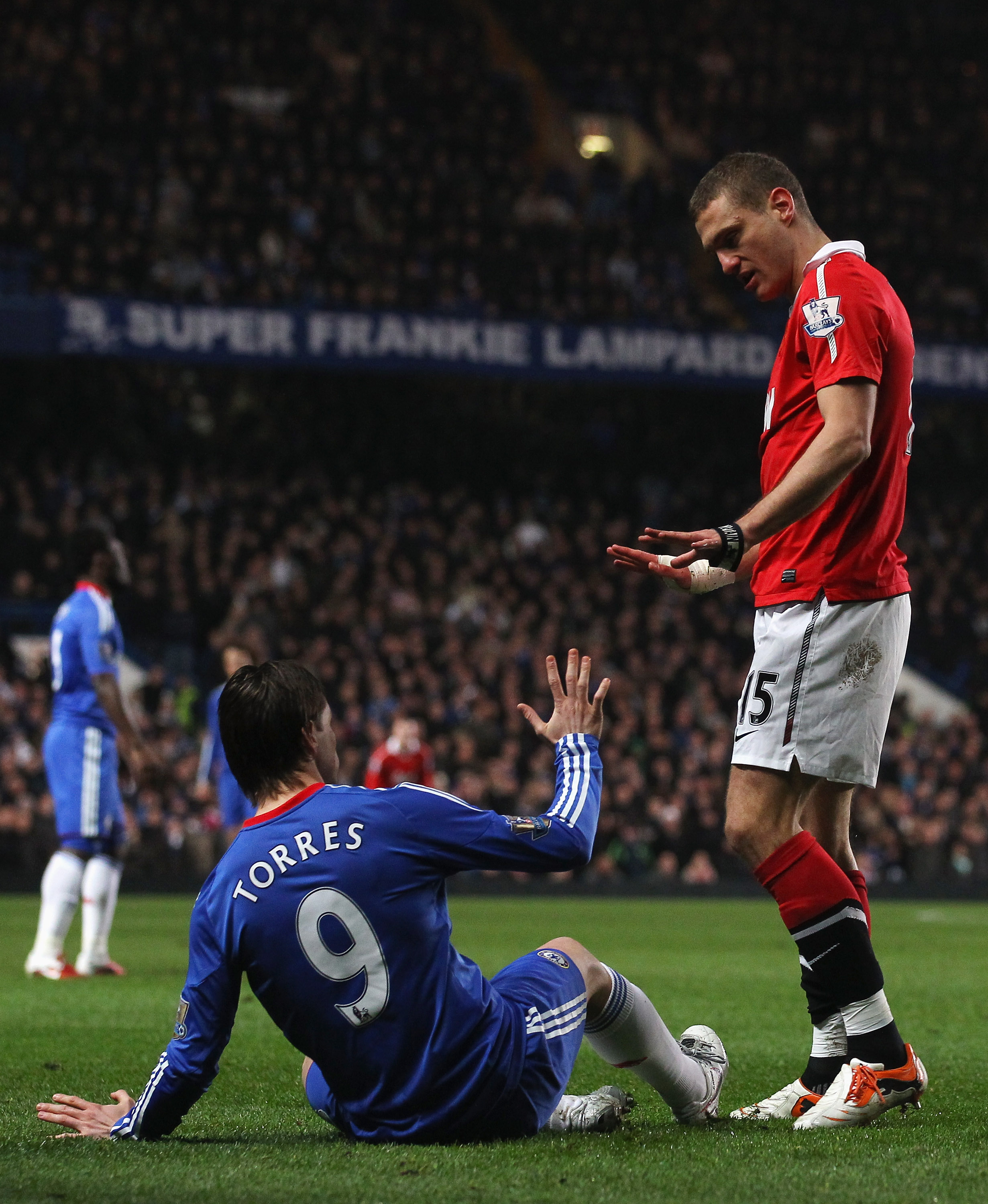 LONDON, ENGLAND - MARCH 01:  Nemanja Vidic of Manchester United exchanges words with Fernando Torres of Chelsea during the Barclays Premier League match between Chelsea and Manchester United at Stamford Bridge on March 1, 2011 in London, England.  (Photo