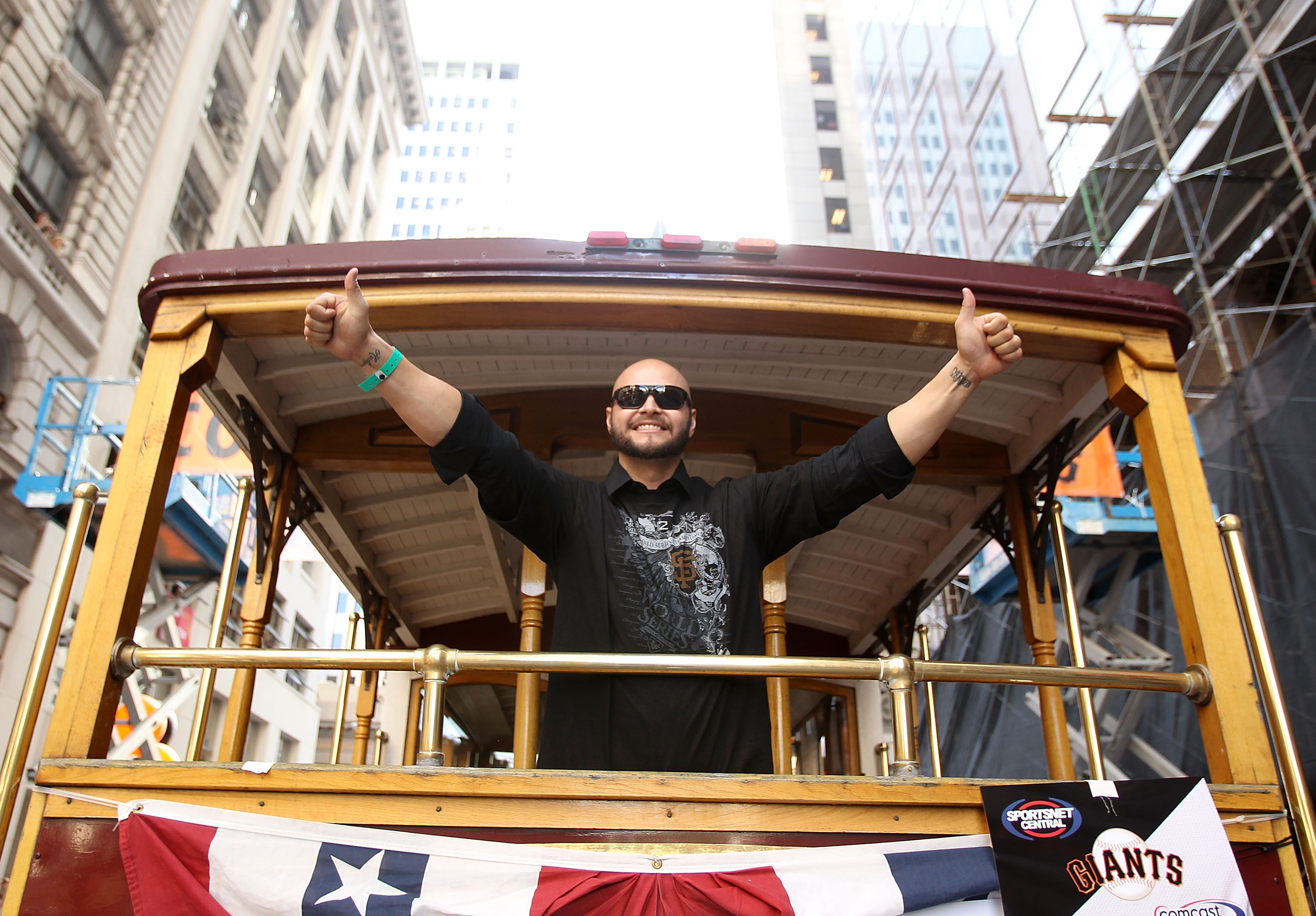 SAN FRANCISCO - NOVEMBER 03:  Cody Ross of the San Francisco Giants waves to the crowd during the San Francisco Giants victory parade on November 3, 2010 in San Francisco, California.  (Photo by Ezra Shaw/Getty Images)