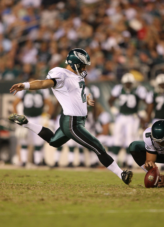 f62ab48c756 PHILADELPHIA - AUGUST 30: Kicker David Akers #2 of the Philadelphia Eagles  kicks a