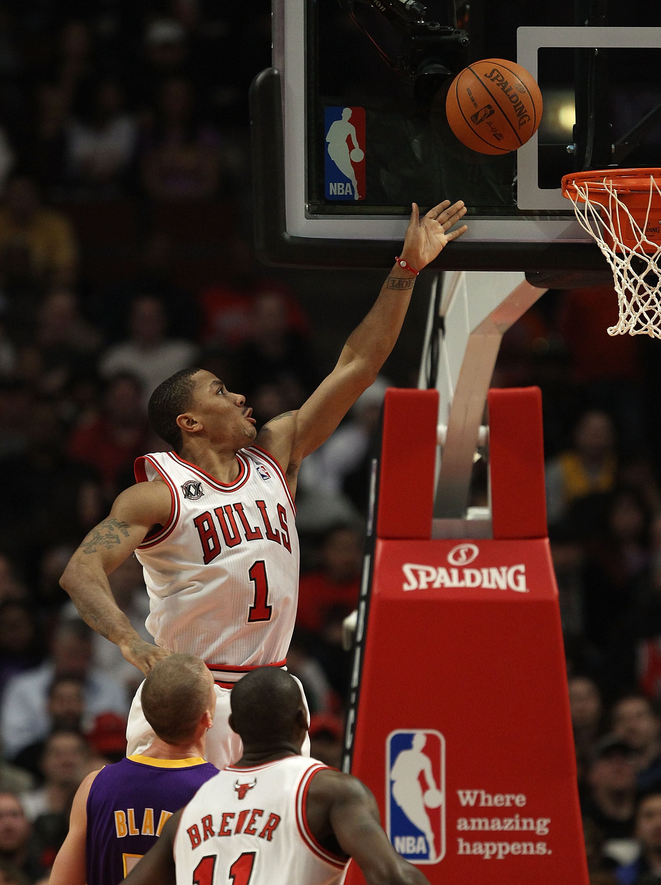 CHICAGO, IL - DECEMBER 10: Derrick Rose #1 of the Chicago Bulls goes up for a shot against the Los Angeles Lakers at the United Center on December 10, 2010 in Chicago, Illinois. NOTE TO USER: User expressly acknowledges and agrees that, by downloading and