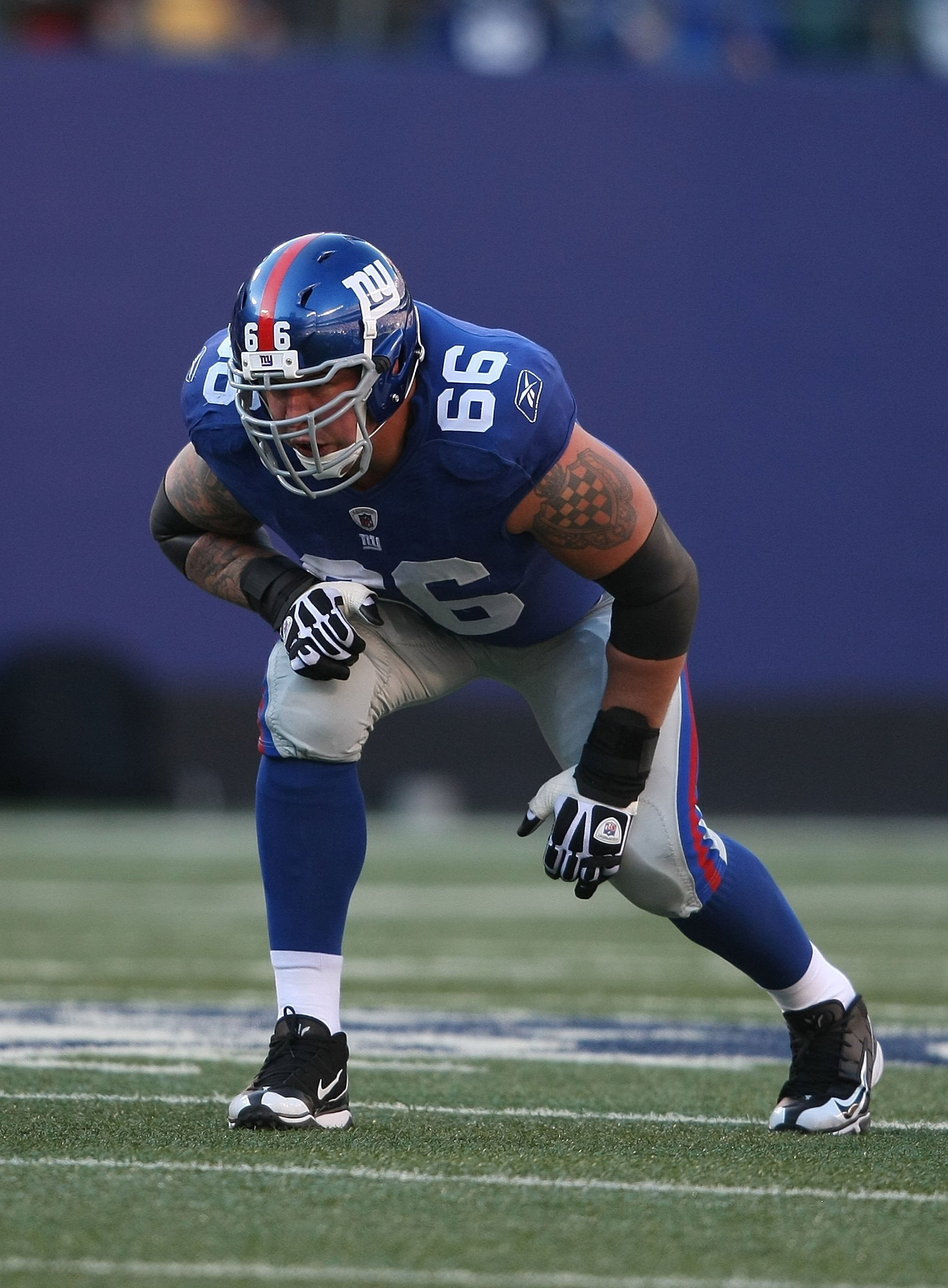 EAST RUTHERFORD, NJ - DECEMBER 27:  David Diehl #66 of the New York Giants against the Carolina Panthers at Giants Stadium on December 27, 2009 in East Rutherford, New Jersey.  (Photo by Nick Laham/Getty Images)