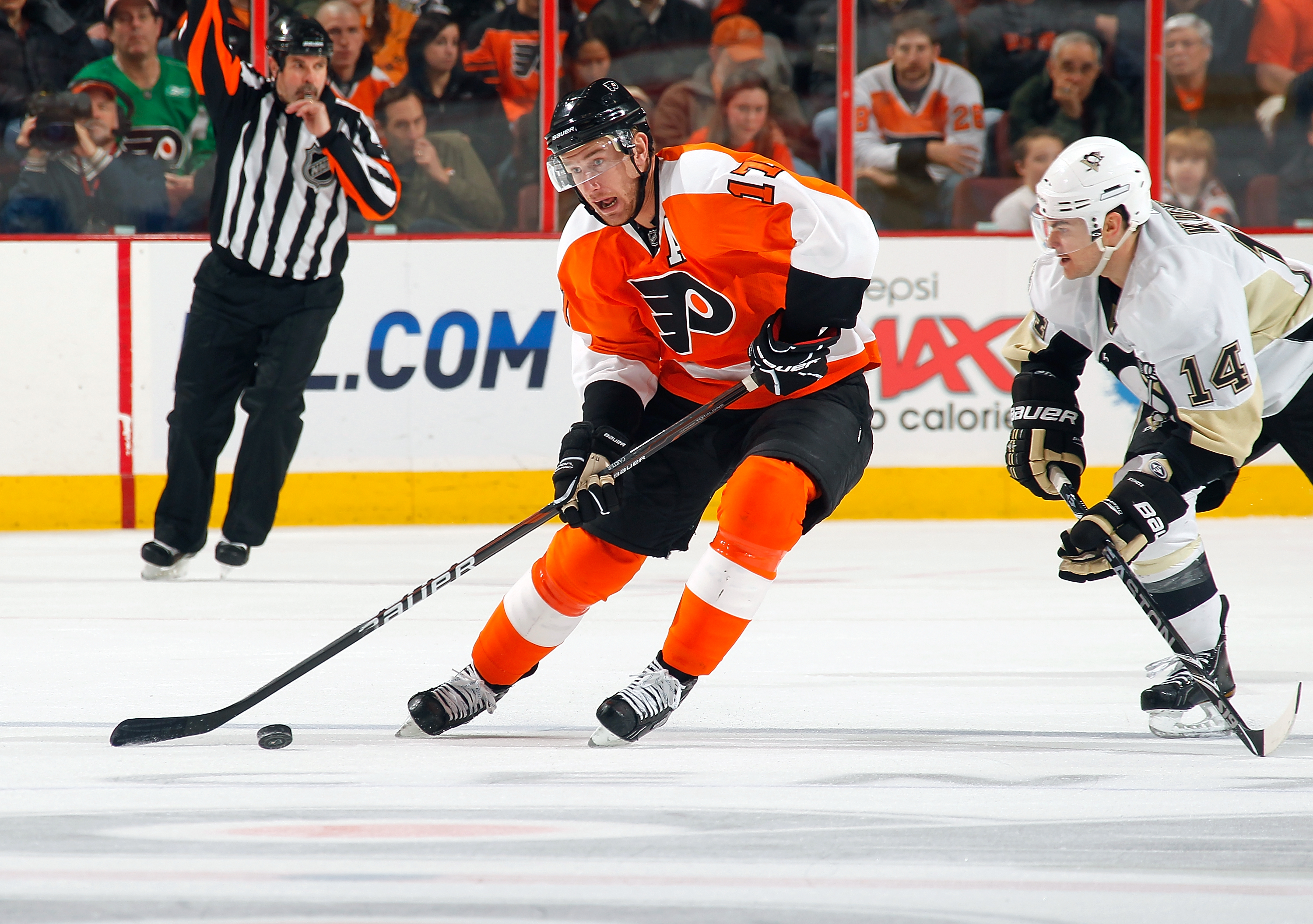PHILADELPHIA - MARCH 24: Jeff Carter #17 Philadelphia Flyers in action  during a game against the Pittsburgh Penguins on March 24, 2011 at the Wells Fargo Center in Philadelphia, Pennsylvania.  (Photo by Lou Capozzola/Getty Images)