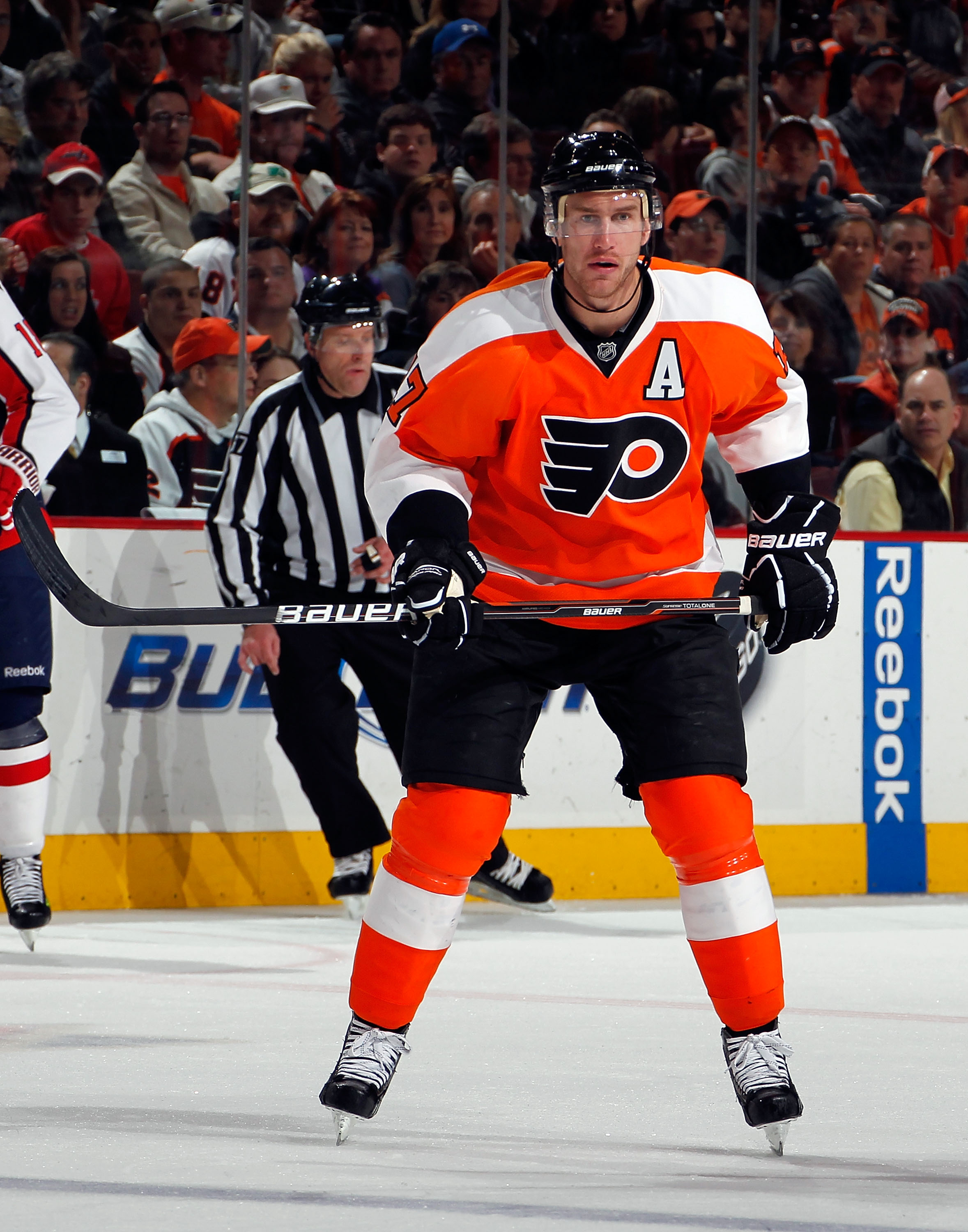 PHILADELPHIA, PA - MARCH 22:  Jeff Carter #17 of the Philadelphia Flyers skates during an NHL hockey game against the Washington Capitals at the Wells Fargo Center on March 22, 2011 in Philadelphia, Pennsylvania.  (Photo by Paul Bereswill/Getty Images)