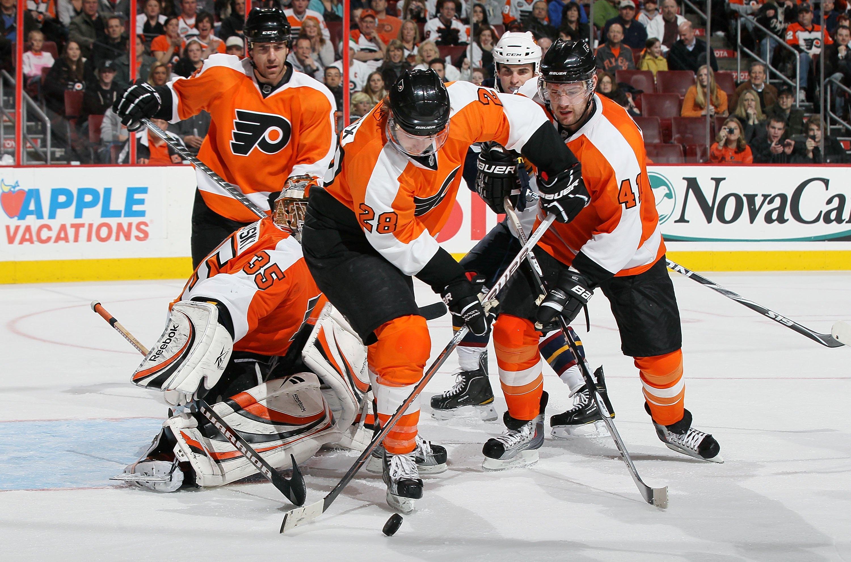 PHILADELPHIA, PA - MARCH 12:  Claude Giroux #28 of the Philadelphia Flyers skates against the Atlanta Thrashers on March 12, 2011 at Wells Fargo Center in Philadelphia, Pennsylvania.  (Photo by Jim McIsaac/Getty Images)