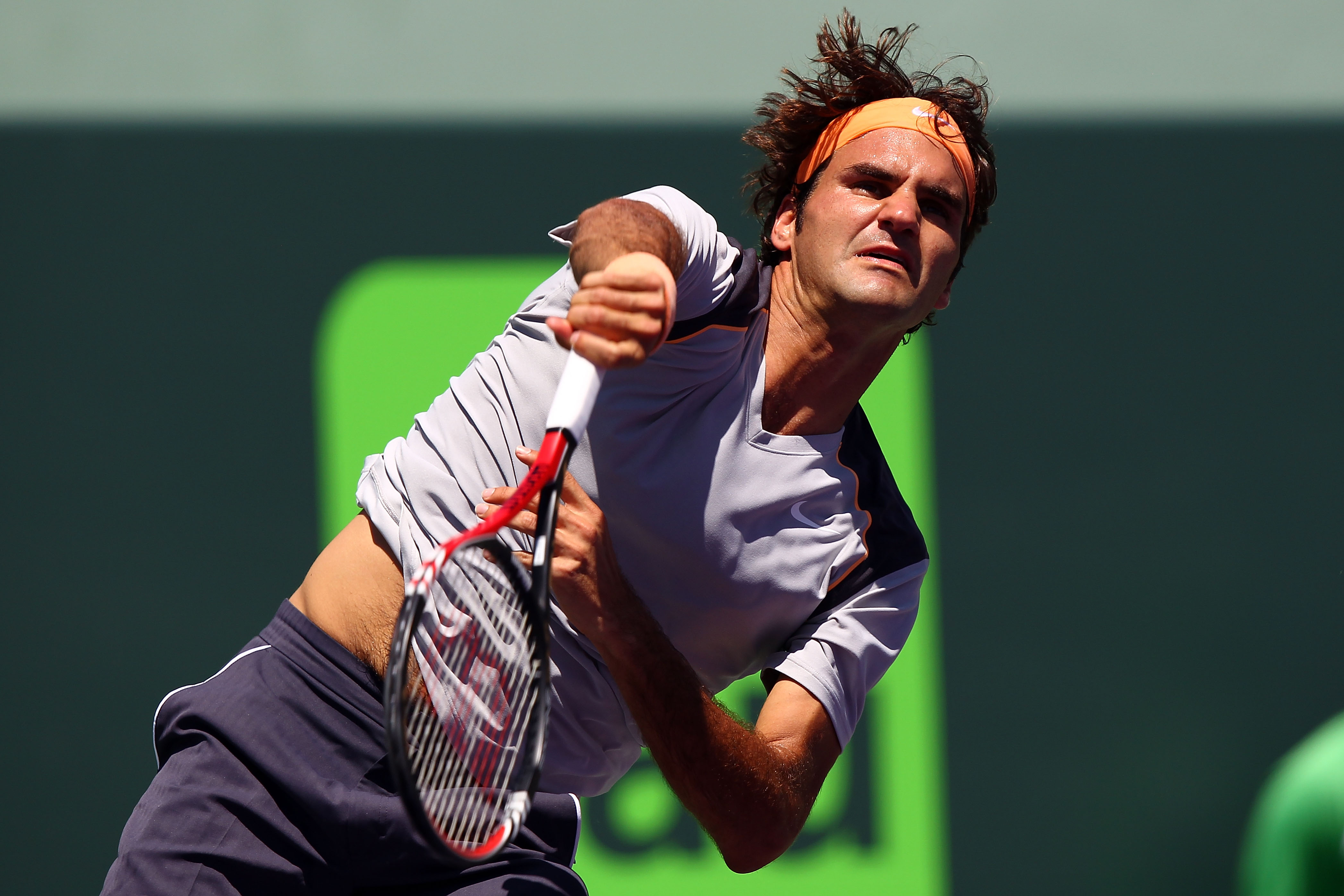 KEY BISCAYNE, FL - MARCH 26:  Roger Federer of Switzerland serves against Radek Stepanek of Czech Republic during the Sony Ericsson Open at Crandon Park Tennis Center on March 26, 2011 in Key Biscayne, Florida.  (Photo by Clive Brunskill/Getty Images)