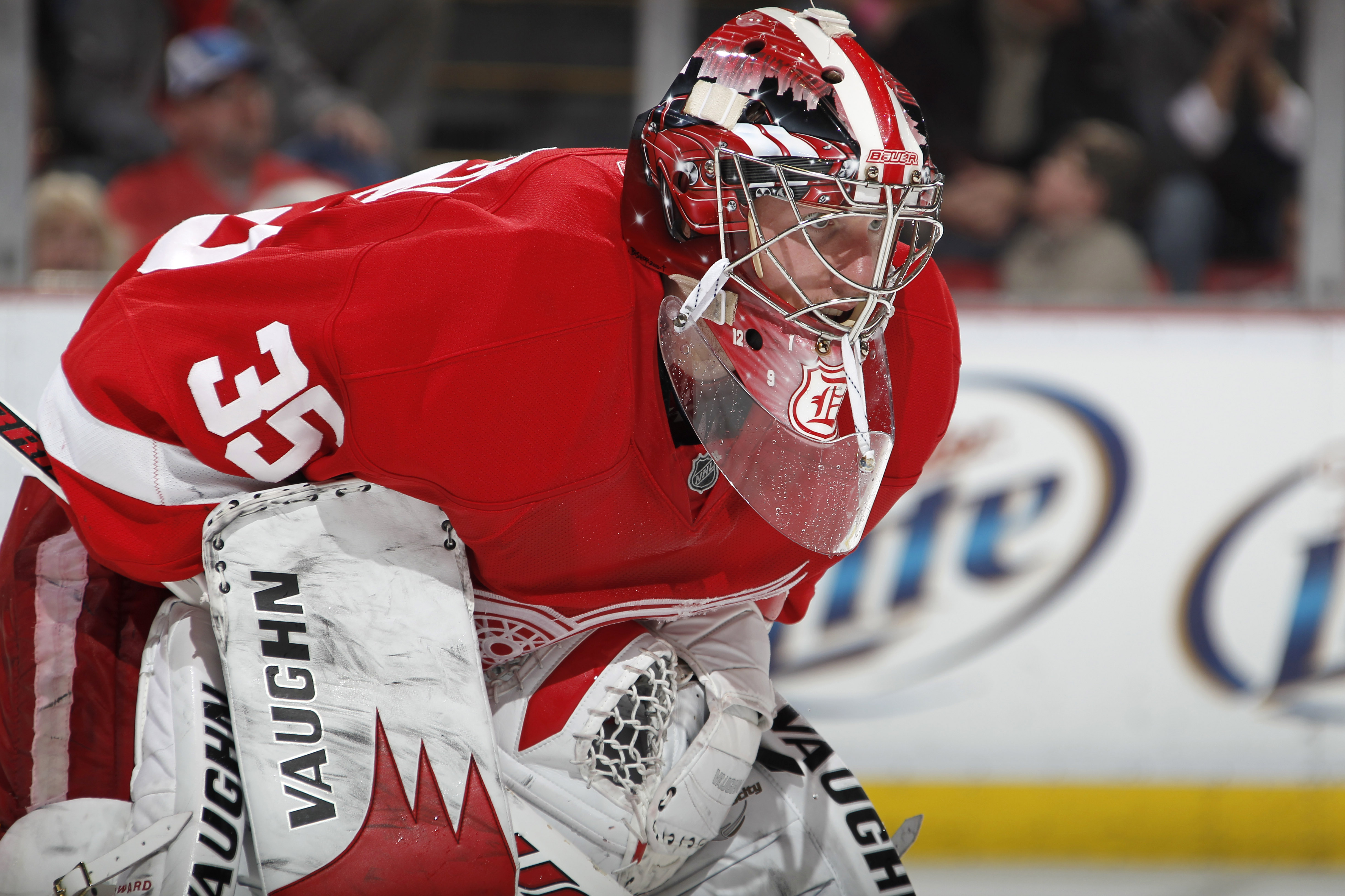 DETROIT, MI - FEBRUARY 13:  Jimmy Howard #35 of the Detroit Red Wings watches the puck while playing against the Boston Bruins on February 13, 2011 in Detroit, Michigan.  (Photo by Gregory Shamus/Getty Images)